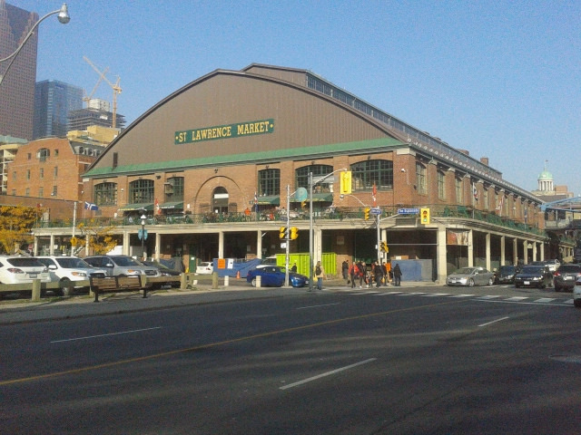 By booledozer (South facade of the St Lawrence Market, 2014 10 25) [Public domain or CC BY-SA 2.0 (http://creativecommons.org/licenses/by-sa/2.0)], via Wikimedia Commons