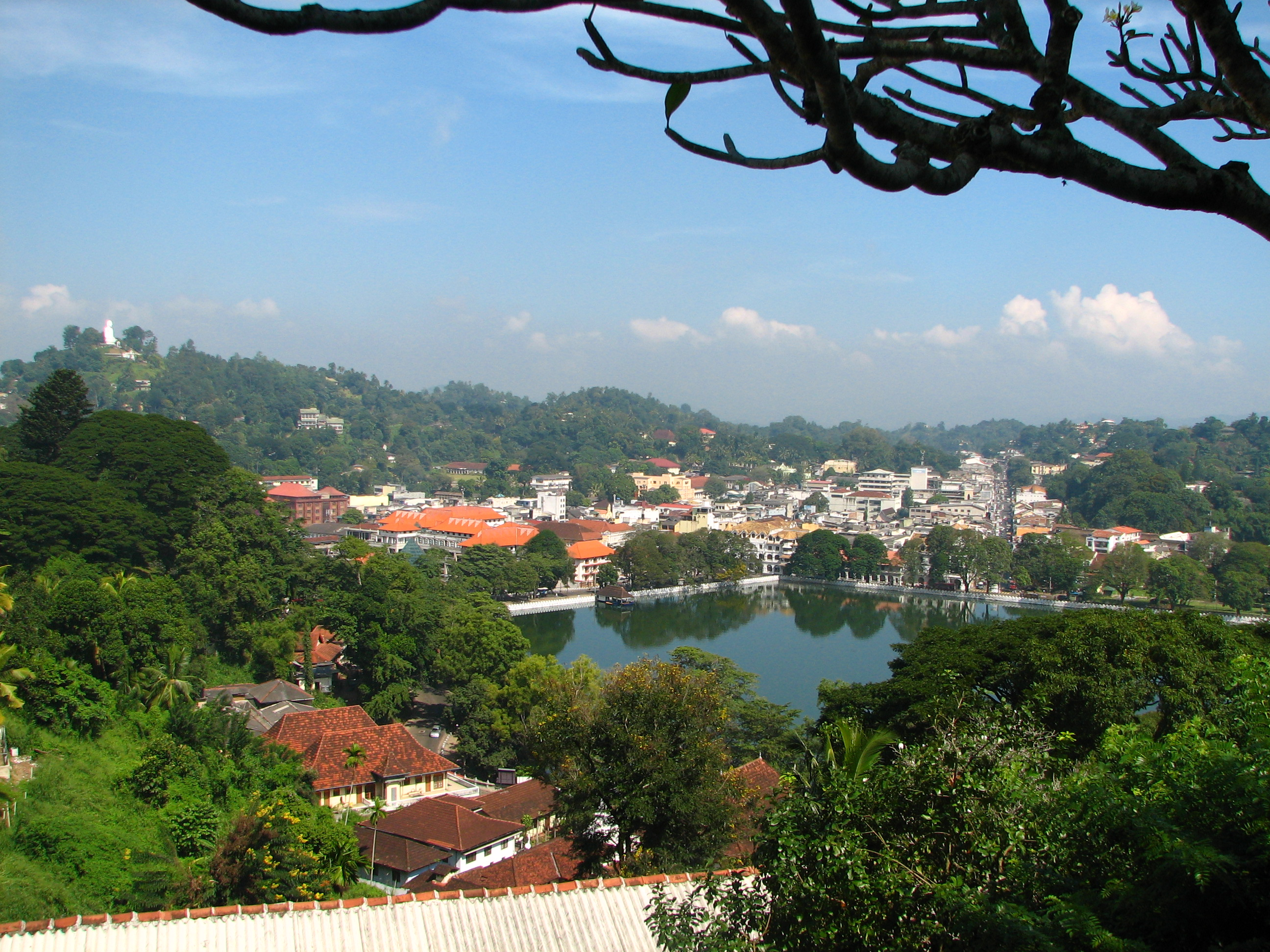 Kandy Sri Lanka  City new picture : Sri Lanka 027 Kandy lake and city centre Wikimedia ...