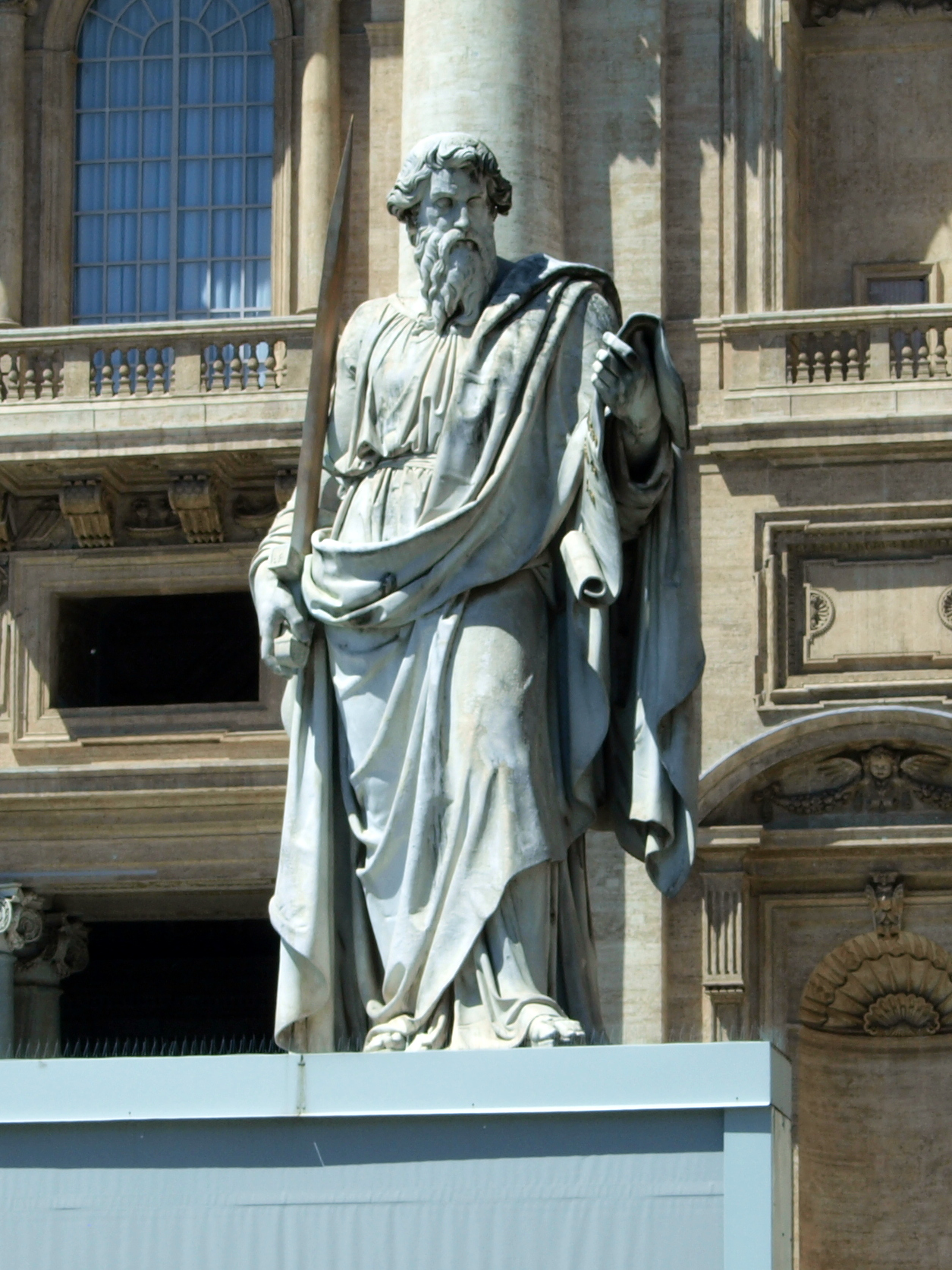 https://upload.wikimedia.org/wikipedia/commons/8/81/St._Paul%27s_statue_in_front_of_the_St._Peter%27s_basilica.JPG