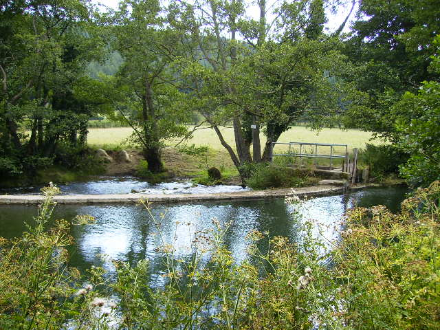 The weir on the River Lugg near Aymestrey - geograph.org.uk - 219775