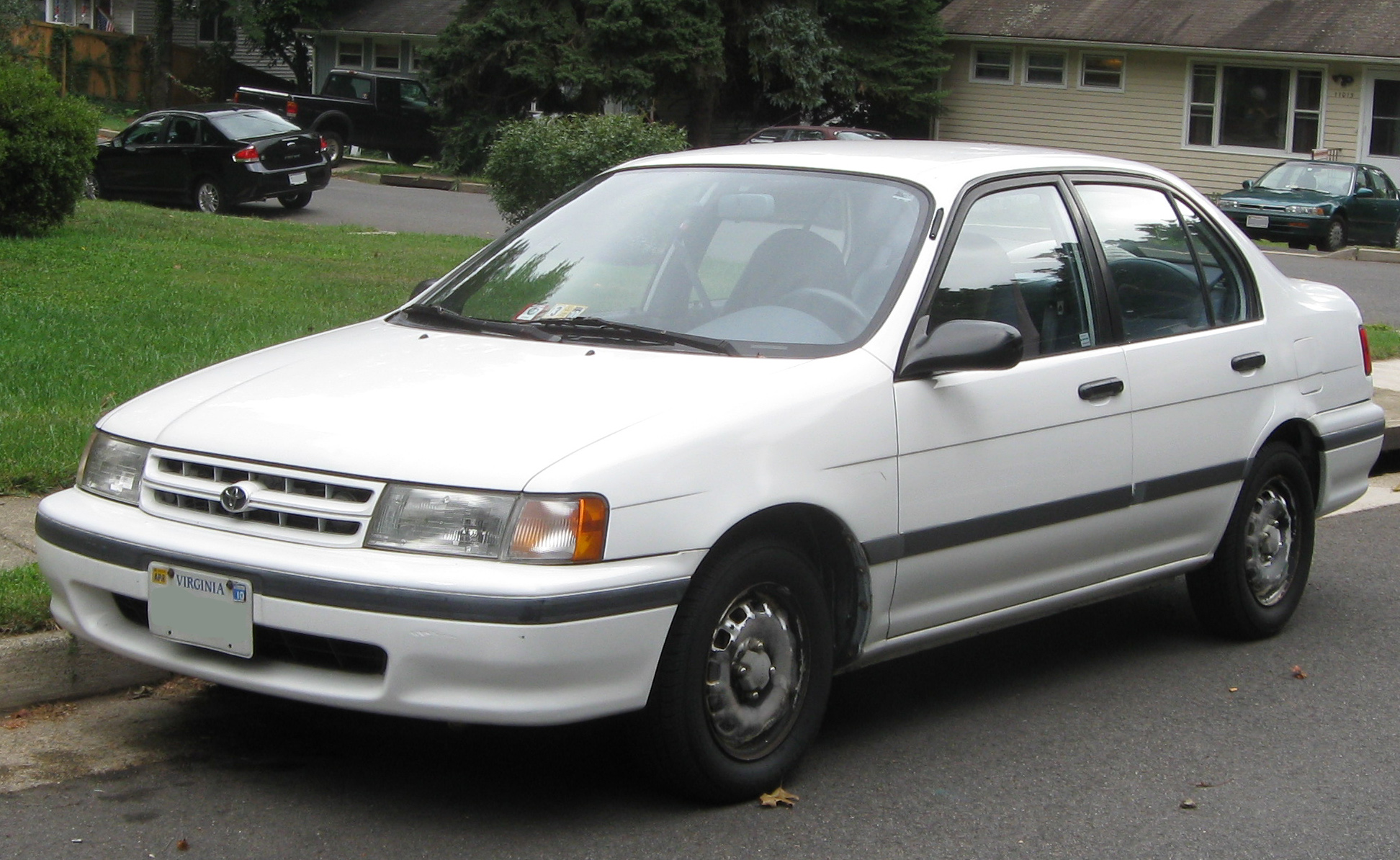 https://upload.wikimedia.org/wikipedia/commons/8/81/Toyota_Tercel_sedan_--_09-07-2009.jpg