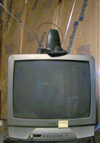 телеви́зор