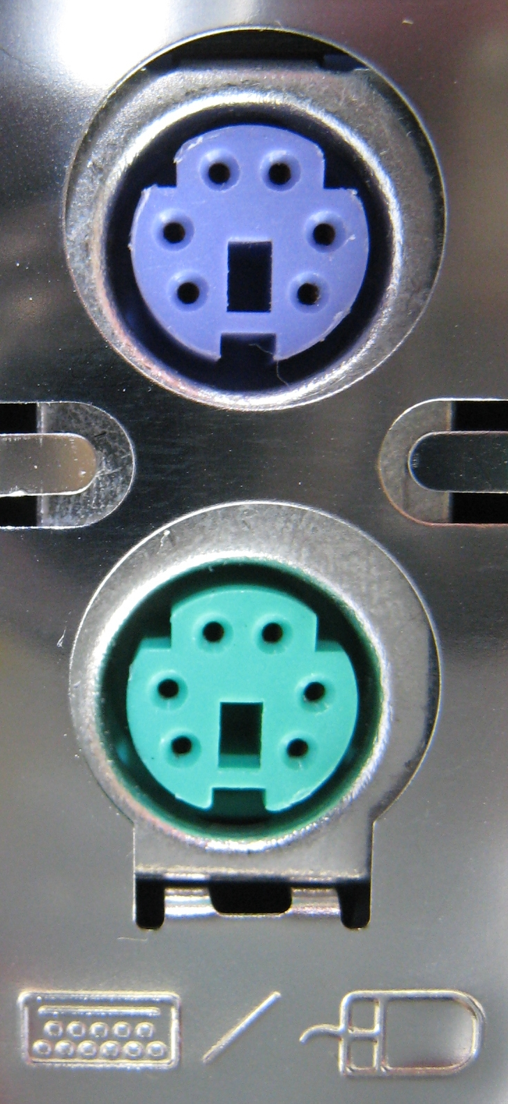 https://upload.wikimedia.org/wikipedia/commons/8/81/Two_PS2_connectors_PNr%C2%B00053.jpg