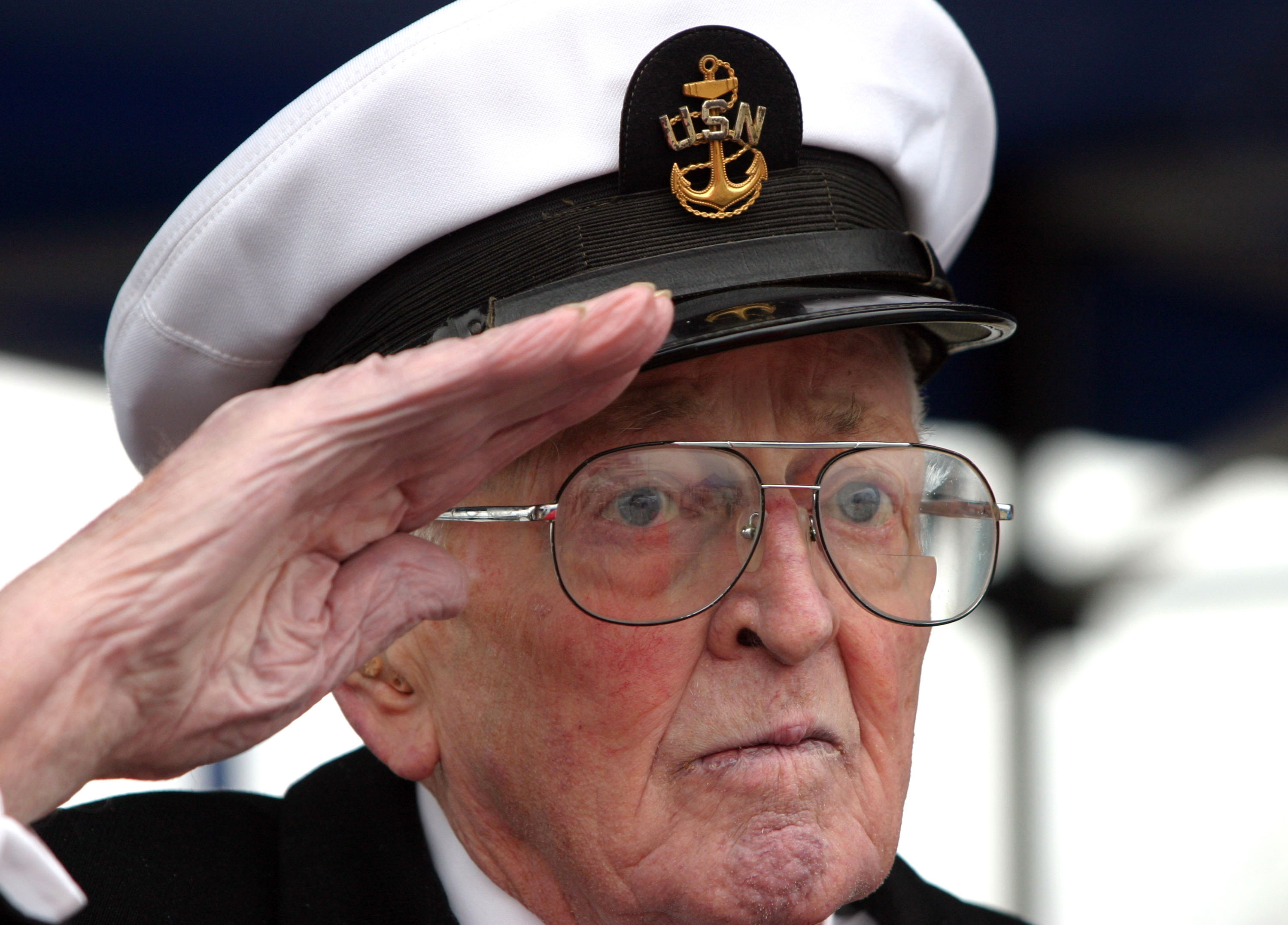 File:US Navy 041207-N-0975R-002 Retired Chief Petty ...