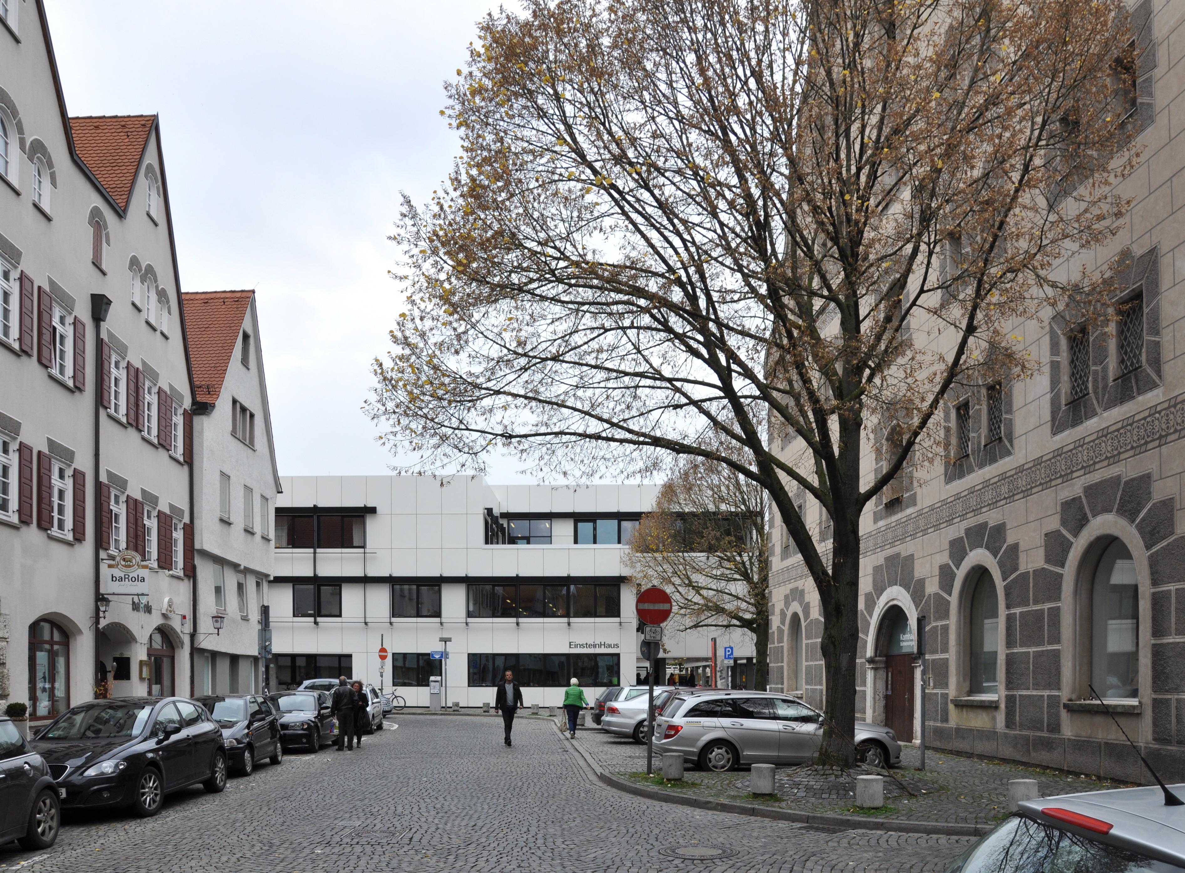 File:Ulm Kornhausplatz Blick zum Einsteinhaus.jpg - Wikimedia Commons