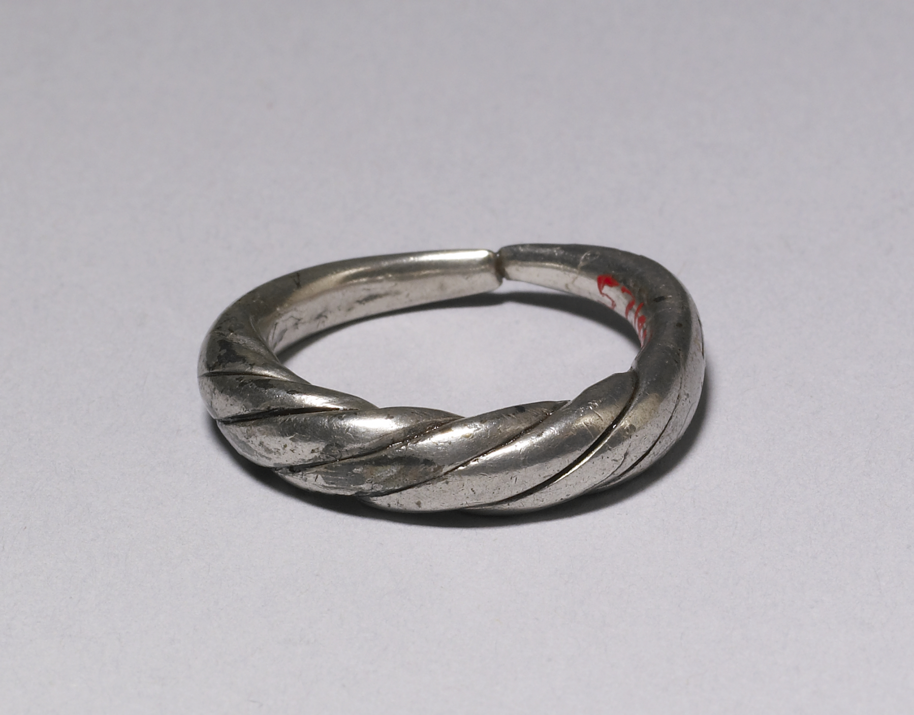 File:Viking - Ring - Walters 571850.jpg