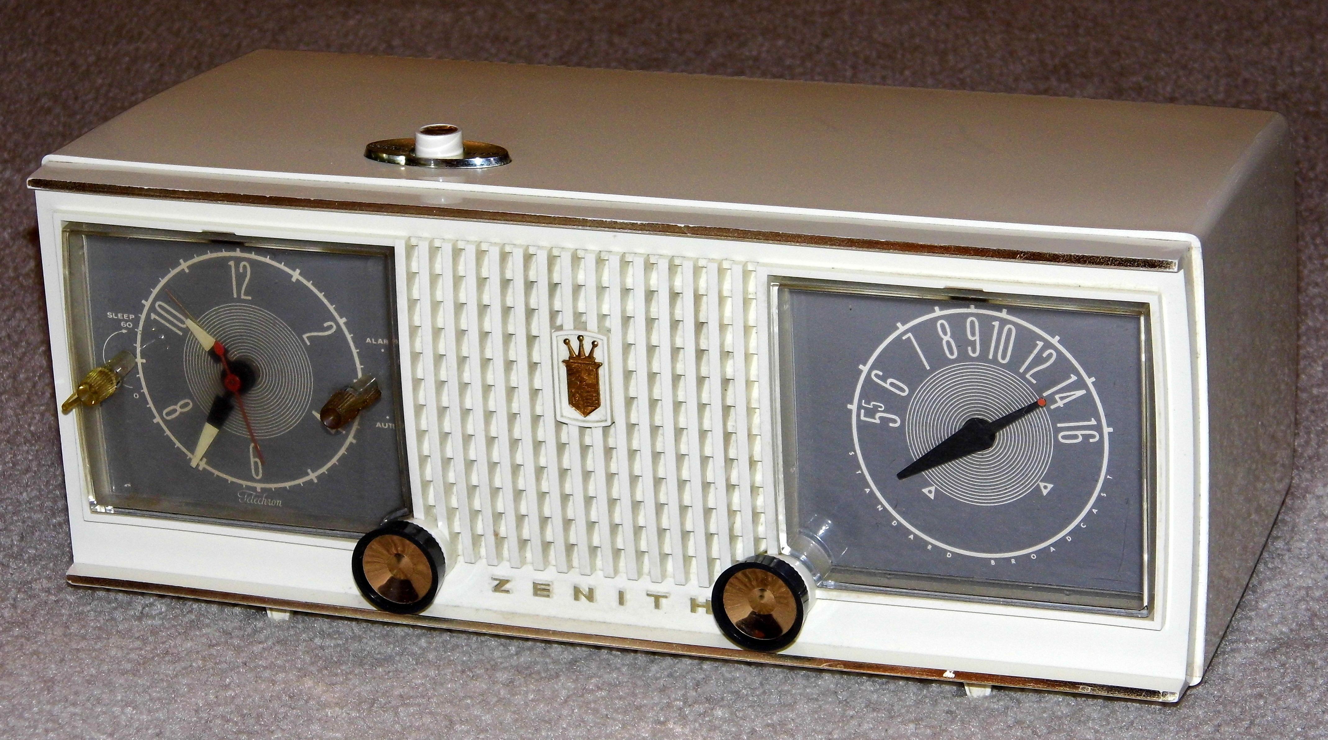 Zenith Z824W Clock Radio/Telephone w/Stereo CD Player ... |Zenith Clock Radio