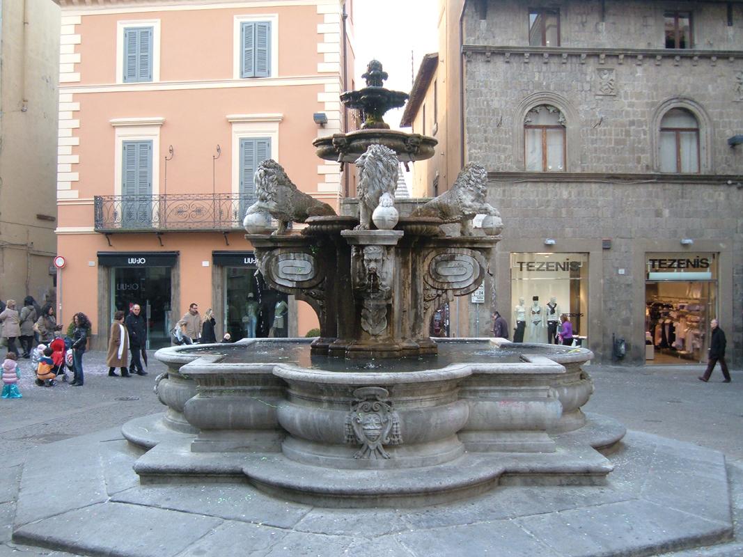 File viterbo fontana dei leoni 1 jpg wikimedia commons for Fontane antiche