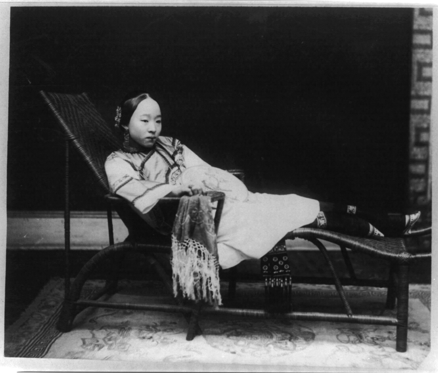 File:Woman With Bound Feet Reclining On Chaise Lounge
