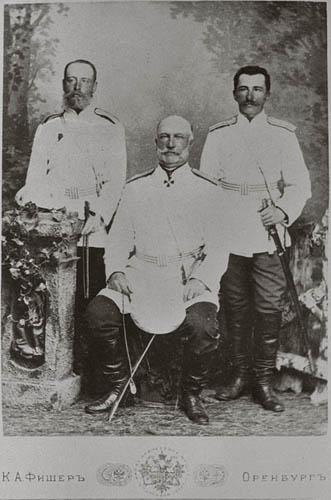 Граф Э. Ф. Келлер - с сыновьями Фёдором (стоит справа) и Александром (слева).