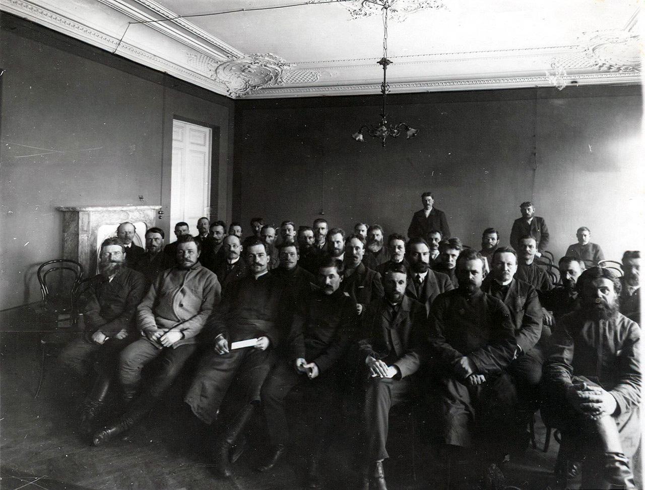 Файл:Трудовая группа 2-й Государственной Думы на совещании фракции (Таврический дворец, Санкт-Петербург, 1907).jpg