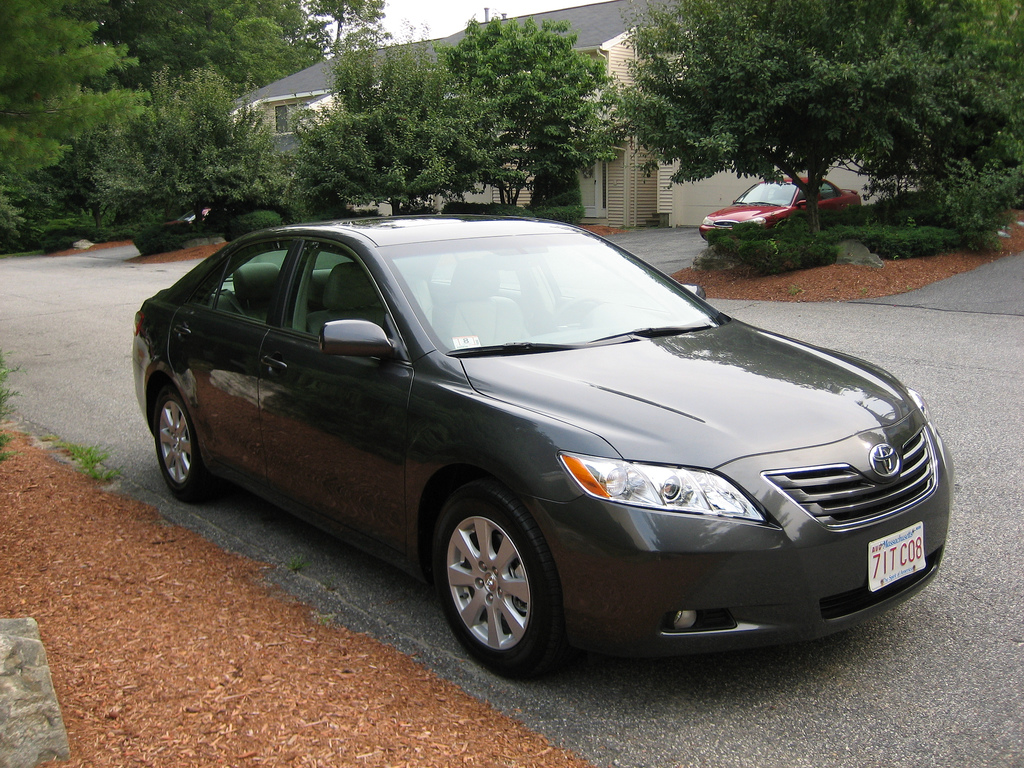 2010 toyota camry le xle hybrid be the first to know. Black Bedroom Furniture Sets. Home Design Ideas