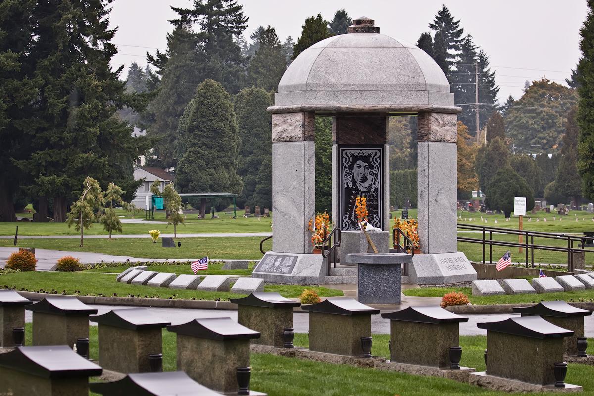 2011-11 Jimi Hendrix Memorial.jpg