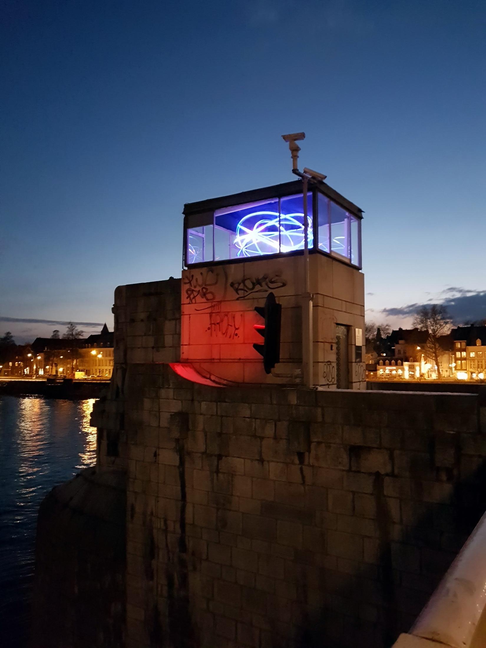 file2018 maastricht st servaasbrug verlicht brugwachtershuisjejpg