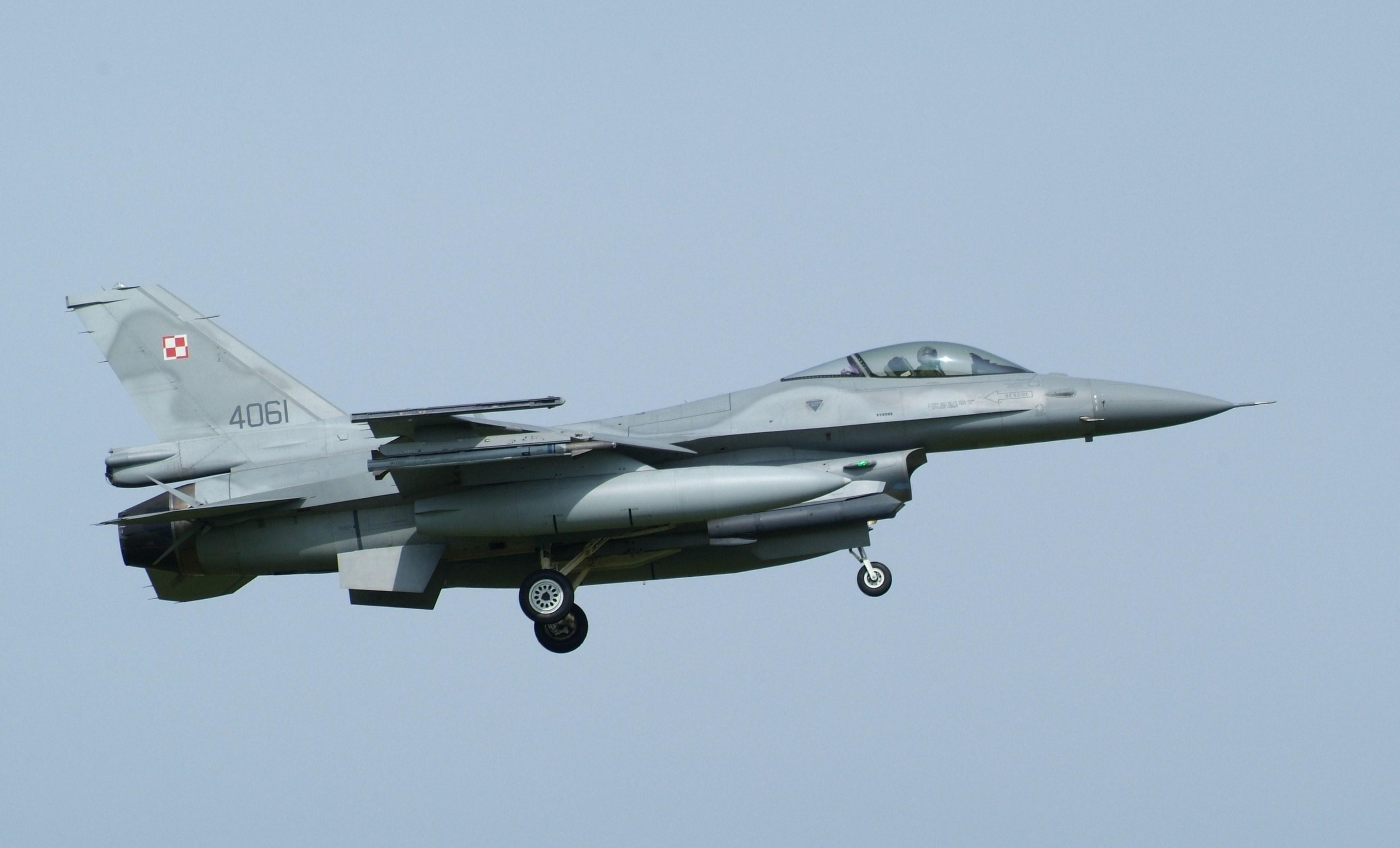 Risultati immagini per f-16 poland air force