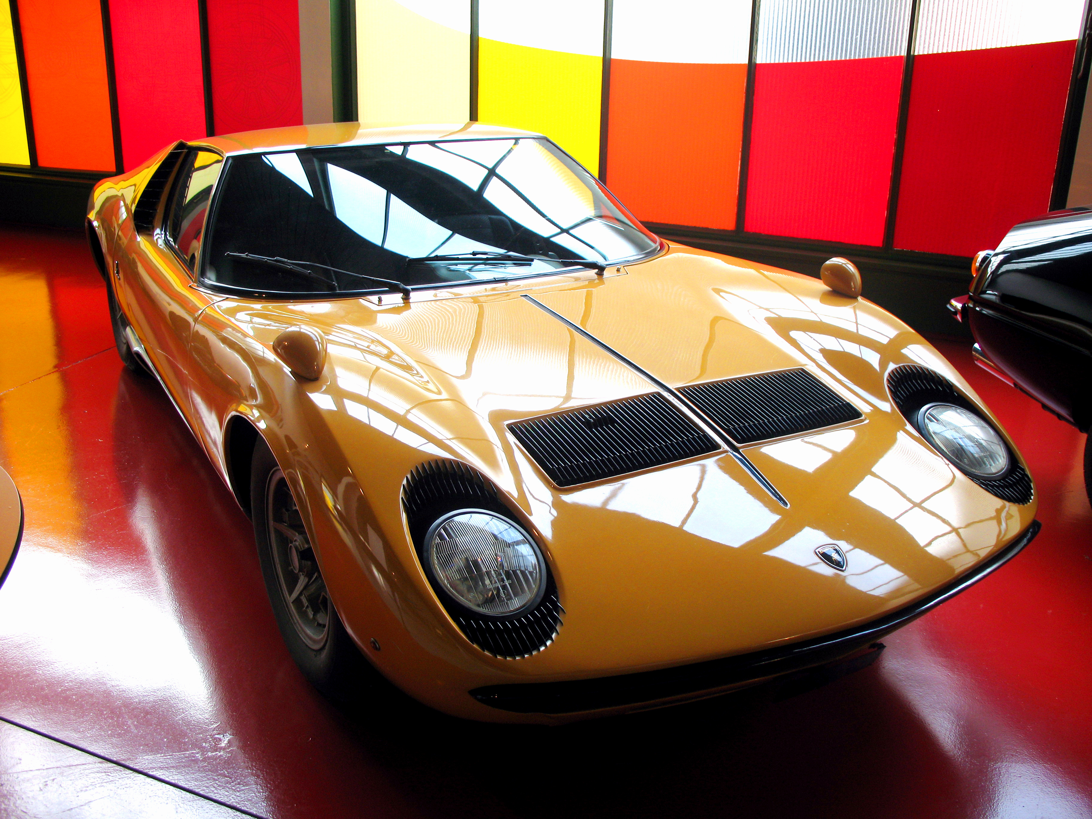 6274_-_Luzern_-_Verkehrshaus_-_Lamborghini_Miura.JPG