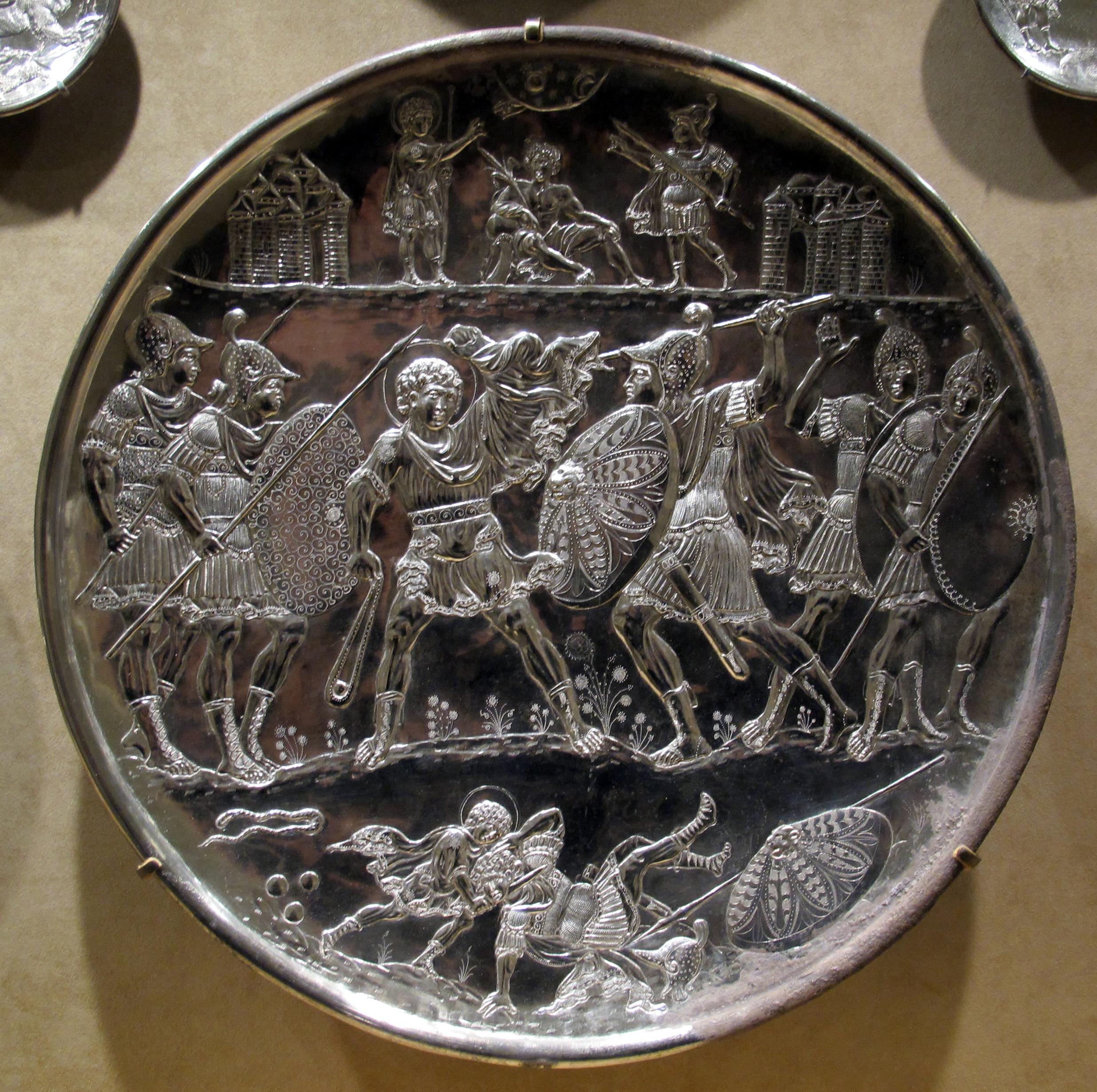 File arte costantinopolitana piatti in argento con storie for 2 negozio di storie con alloggi