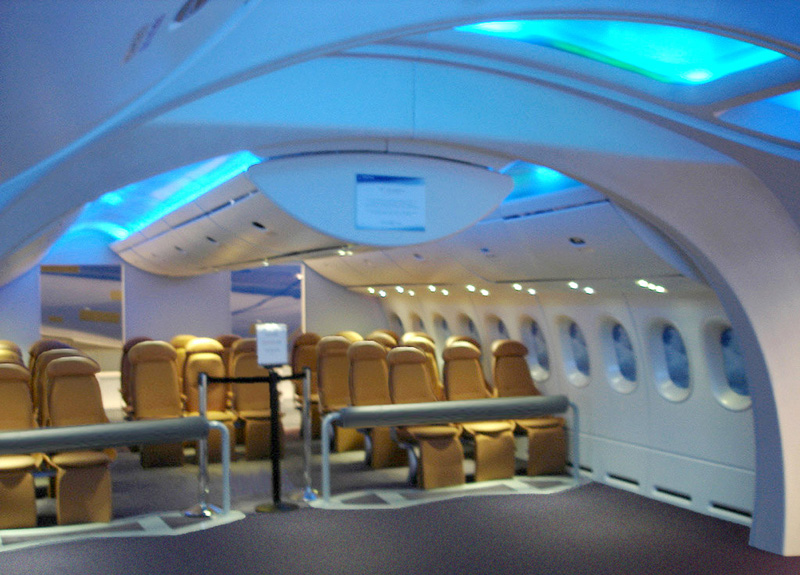 File:Boeing 787 Interior Mockup View
