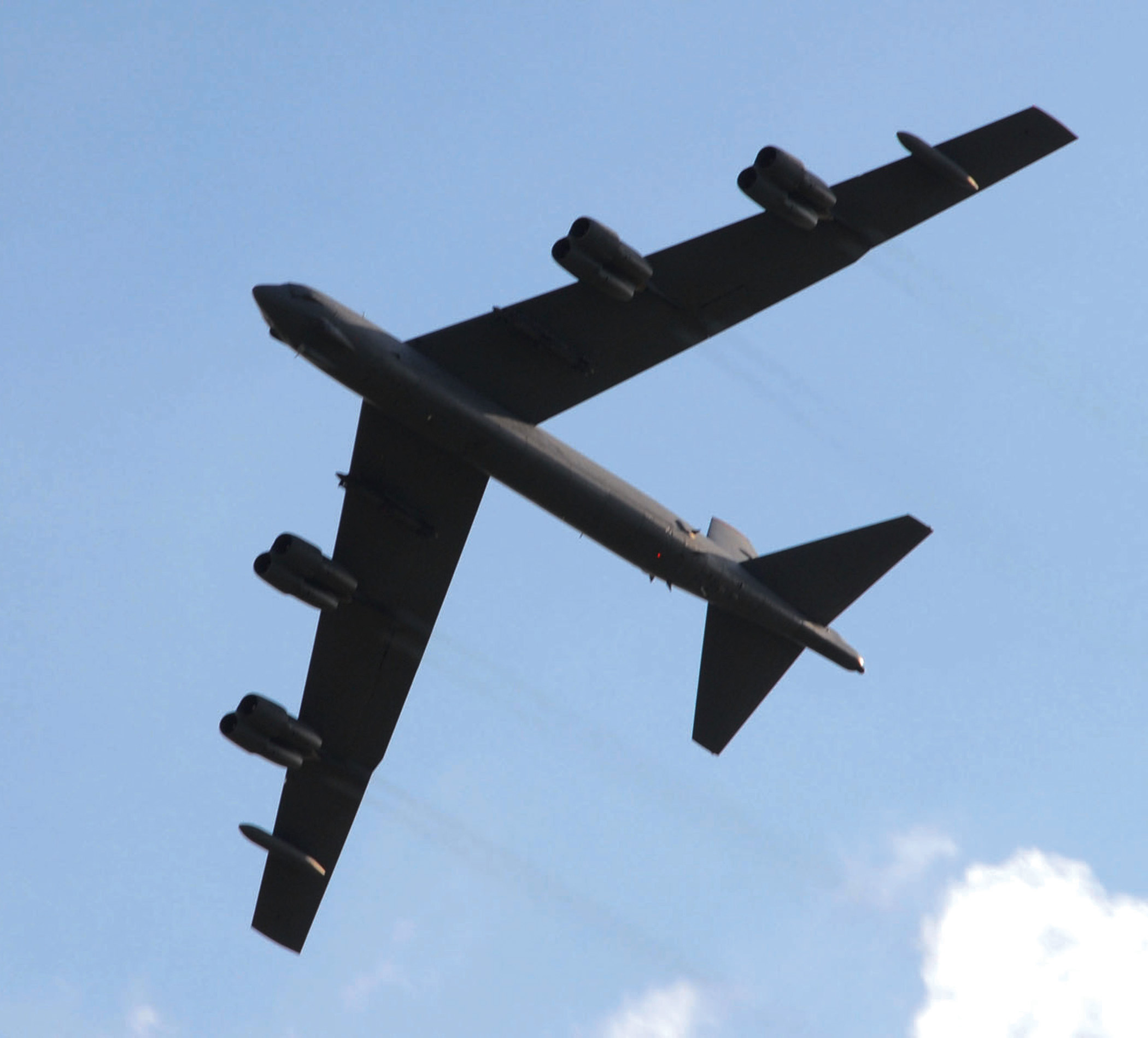 http://upload.wikimedia.org/wikipedia/commons/8/82/Boeing_B-52_Stratofortress_1.jpg