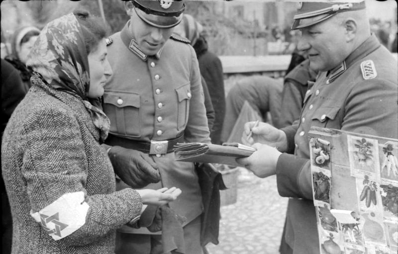 https://upload.wikimedia.org/wikipedia/commons/8/82/Bundesarchiv_Bild_101I-019-1224-10,_Polen,_Kontrolle_von_Juden.jpg