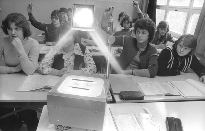 File:Bundesarchiv Bild 183-T0617-007, Blick in eine Berufsschulklasse.jpg