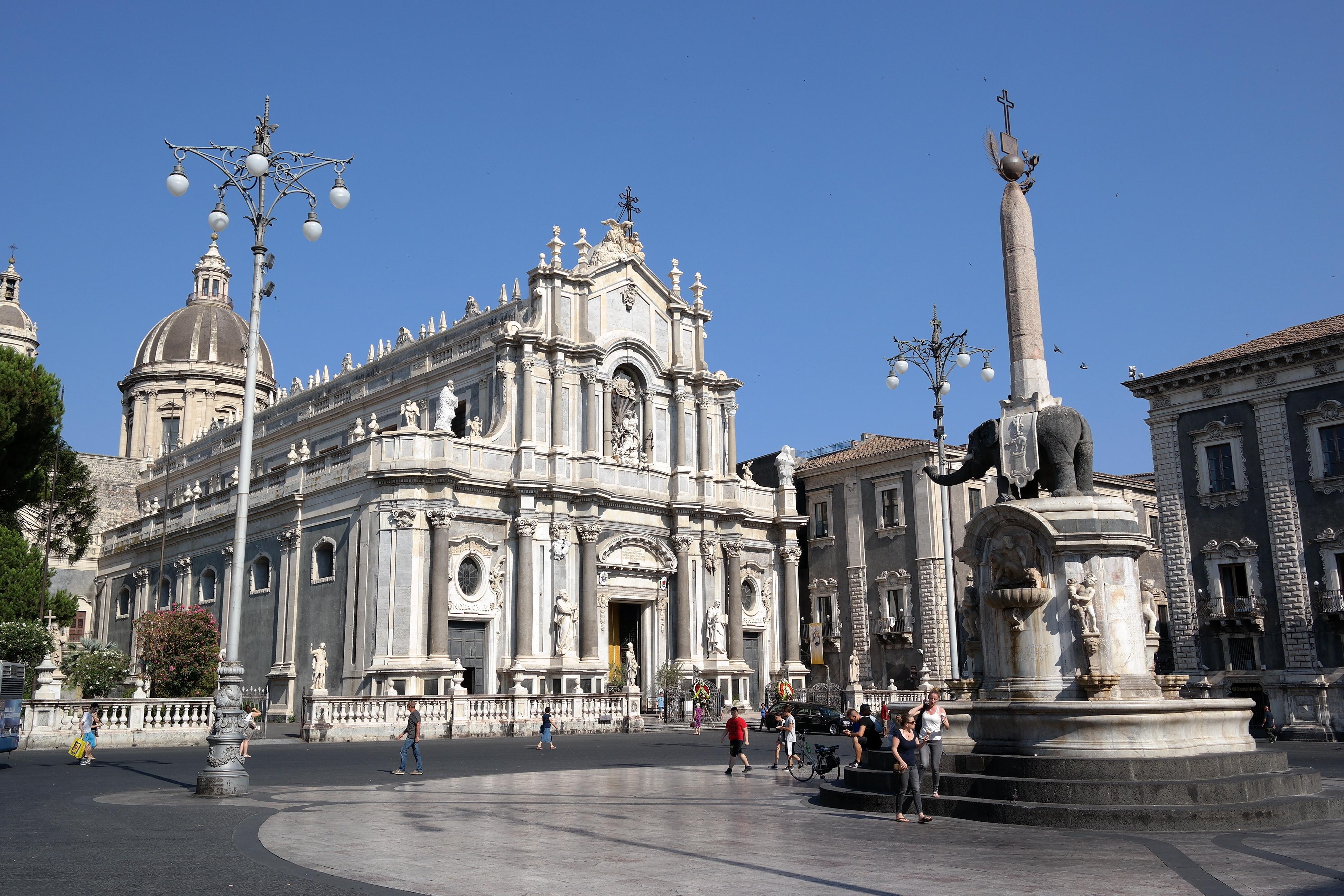 """Résultat de recherche d'images pour """"piazza del duomo catania"""""""
