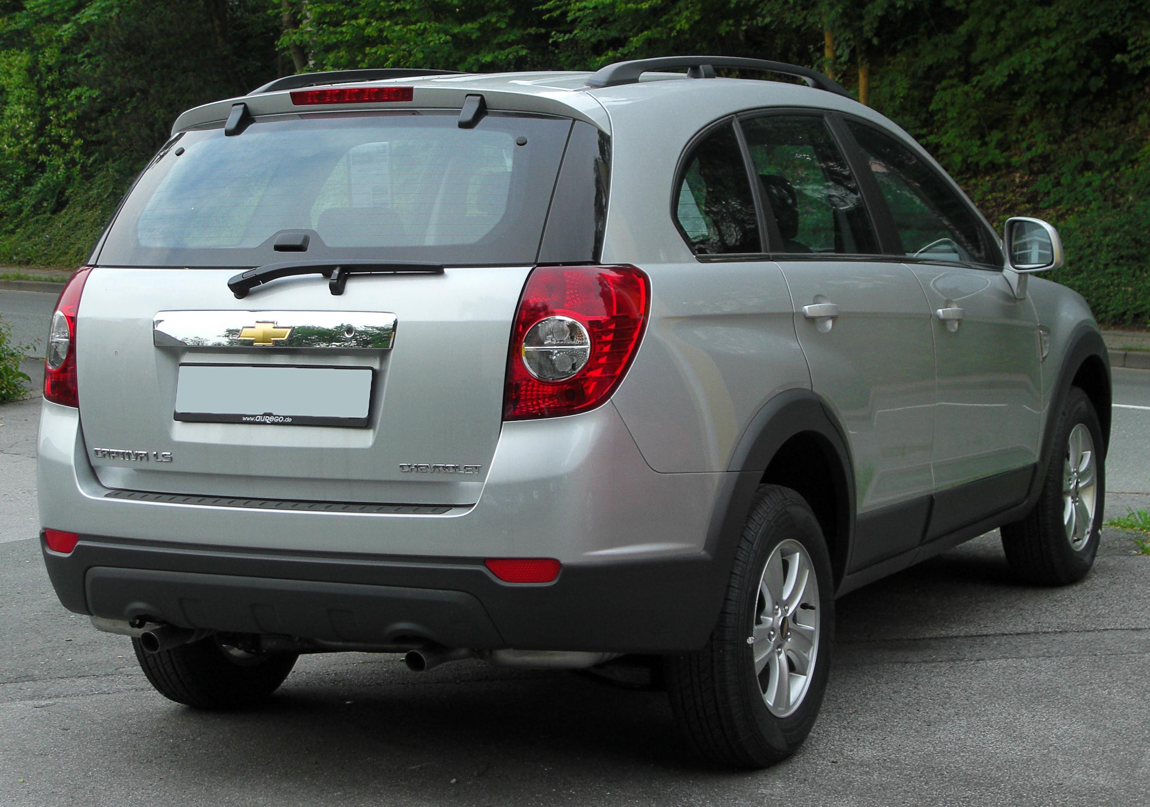 Description Chevrolet Captiva LS rear 20100601.jpg