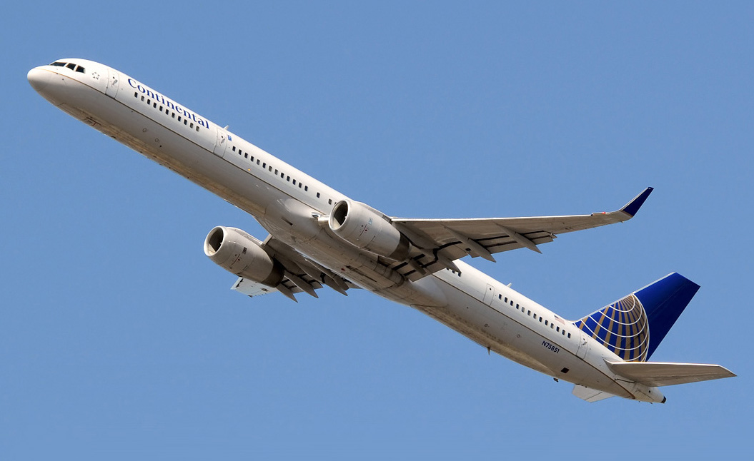 File Continental Airlines Boeing 757 300 Iwelumo Jpg Wikimedia Commons