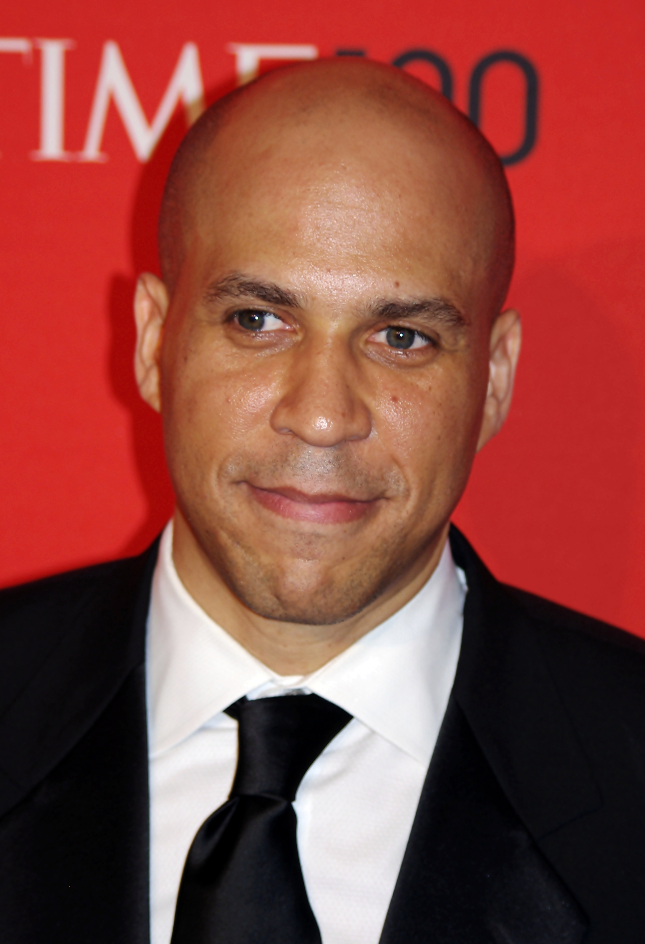 """cory booker 2018-1-17 washington ― sen cory booker (d-nj) tore into homeland security secretary kirstjen nielsen on tuesday, calling her """"complicit"""" in president donald trump's bigotry for saying she doesn't remember him making racist comments about africa and haiti in a recent white house meeting nielsen."""