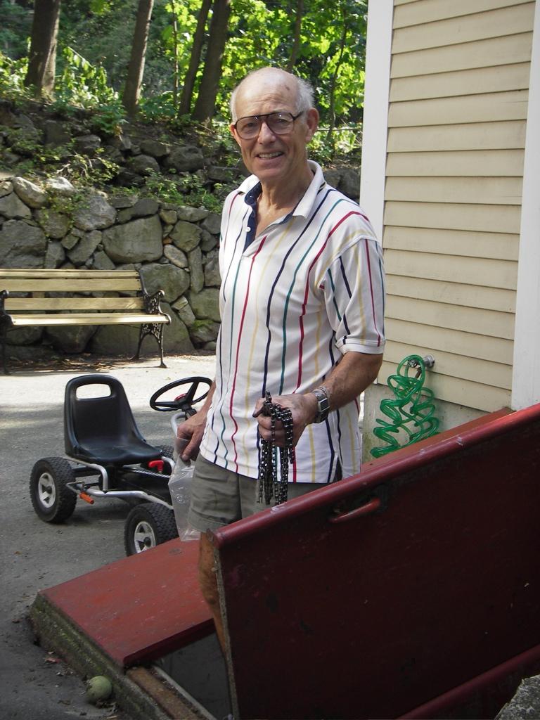 David Gordon Wilson outside his home workshop, 2005