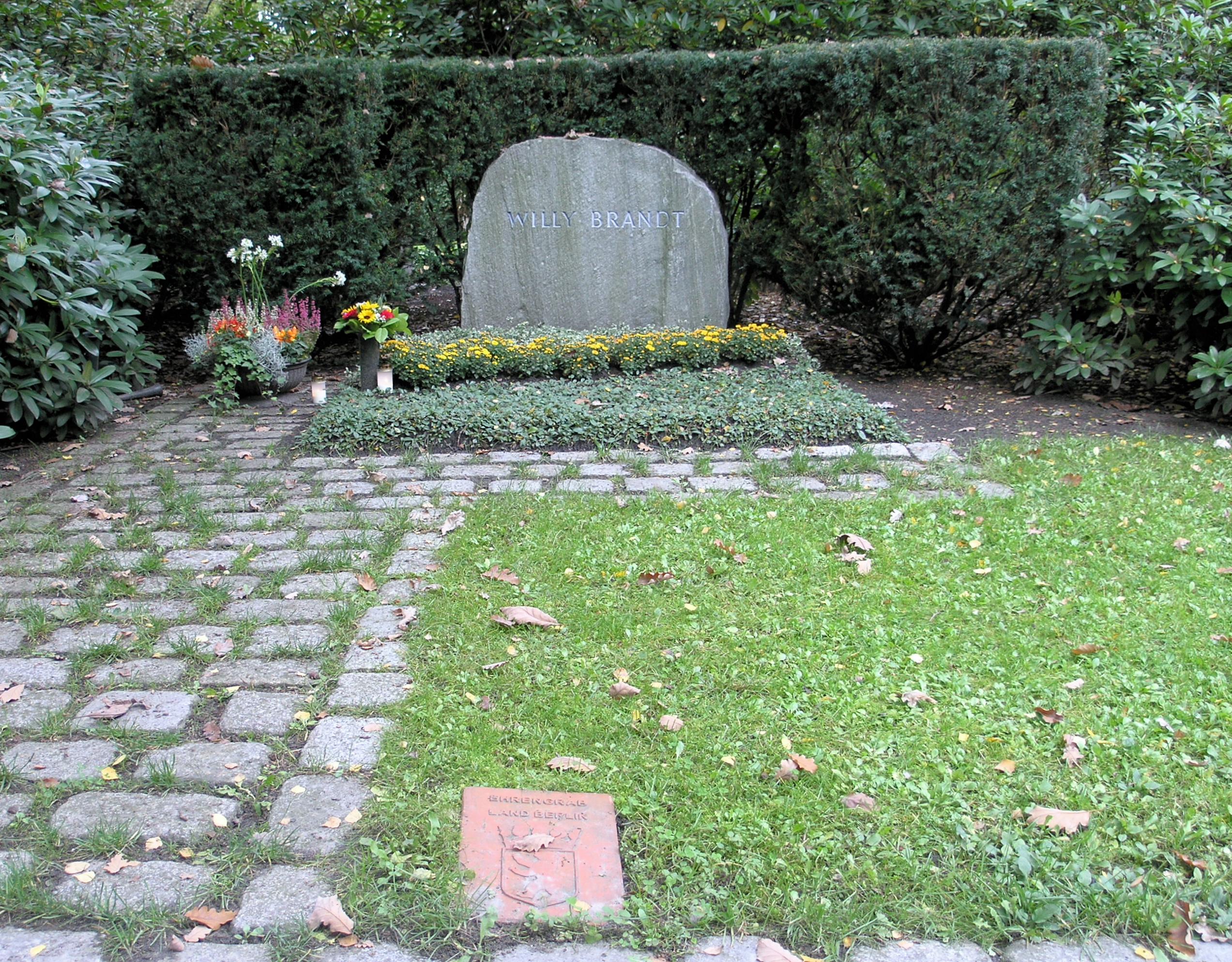 ehrengrab willy brandts auf dem waldfriedhof zehlendorf - Willy Brandt Lebenslauf
