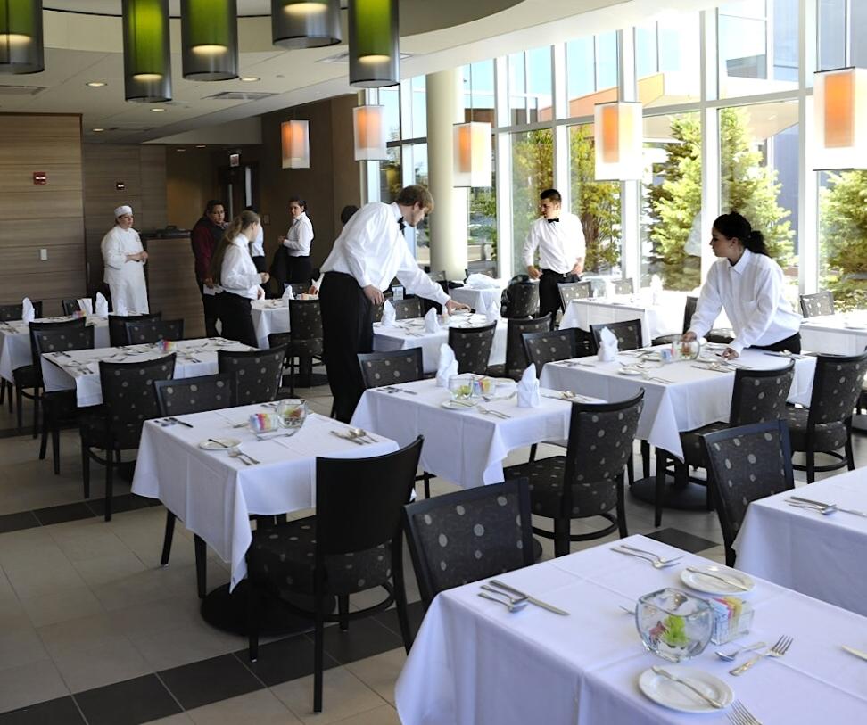 Restaurant Hotel De La Plage Saint Marc Sur Mer