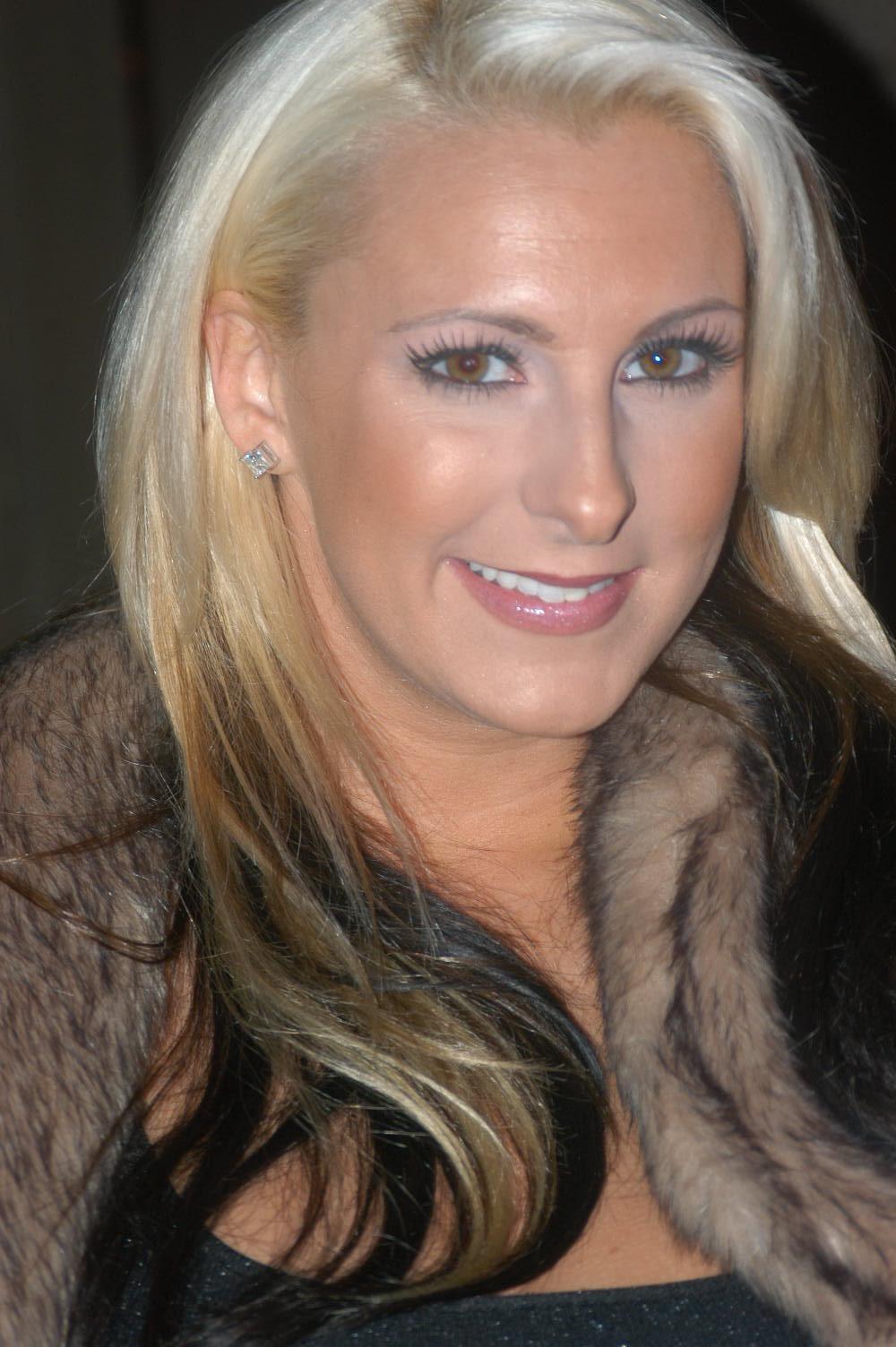 File:Emilianna at Porn Star Karaoke 5.jpg - Wikimedia Commons