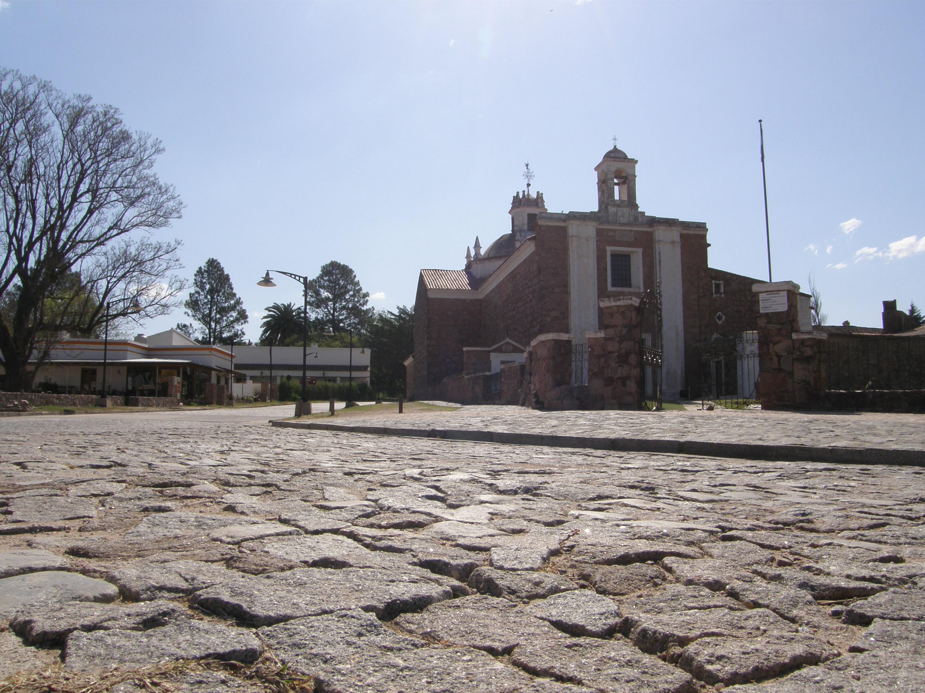 File estancia jesus maria al frente de la casa de pio leon for La casa del retal