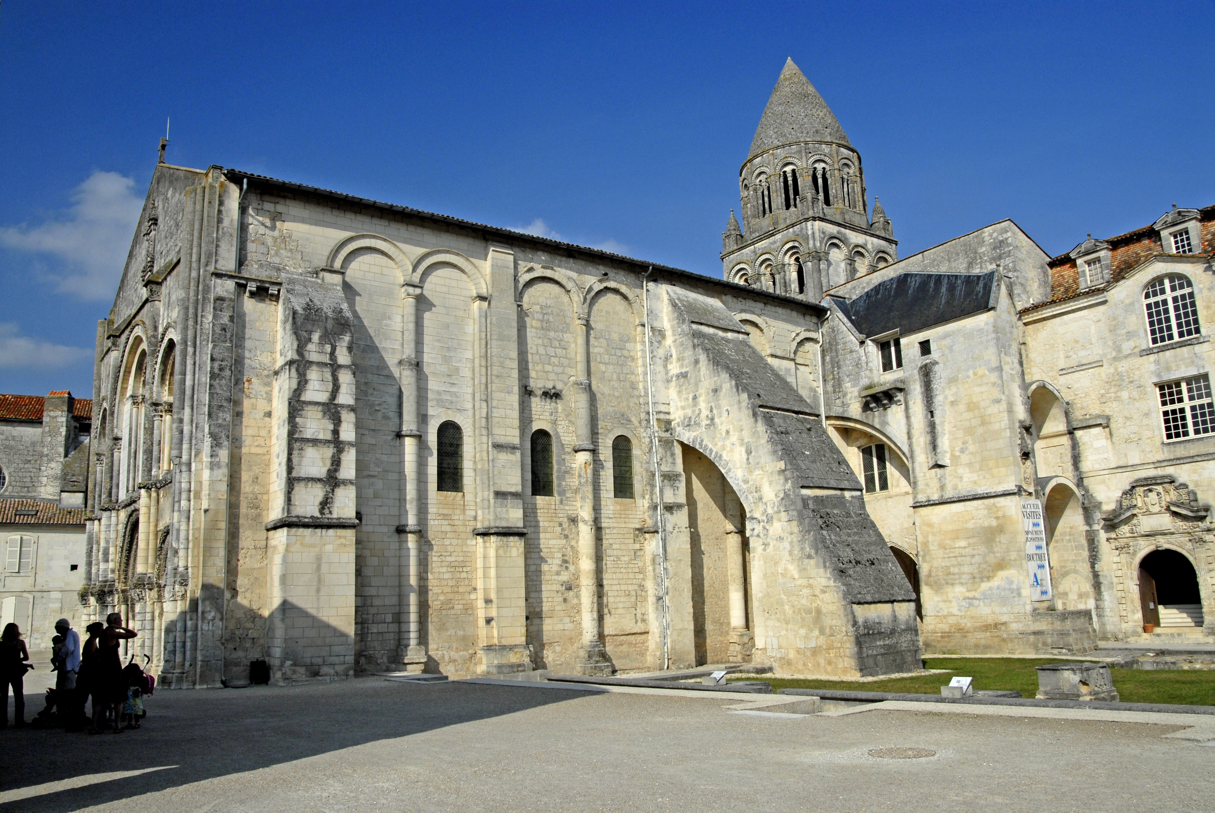 Ville De Saintes Gallicaa