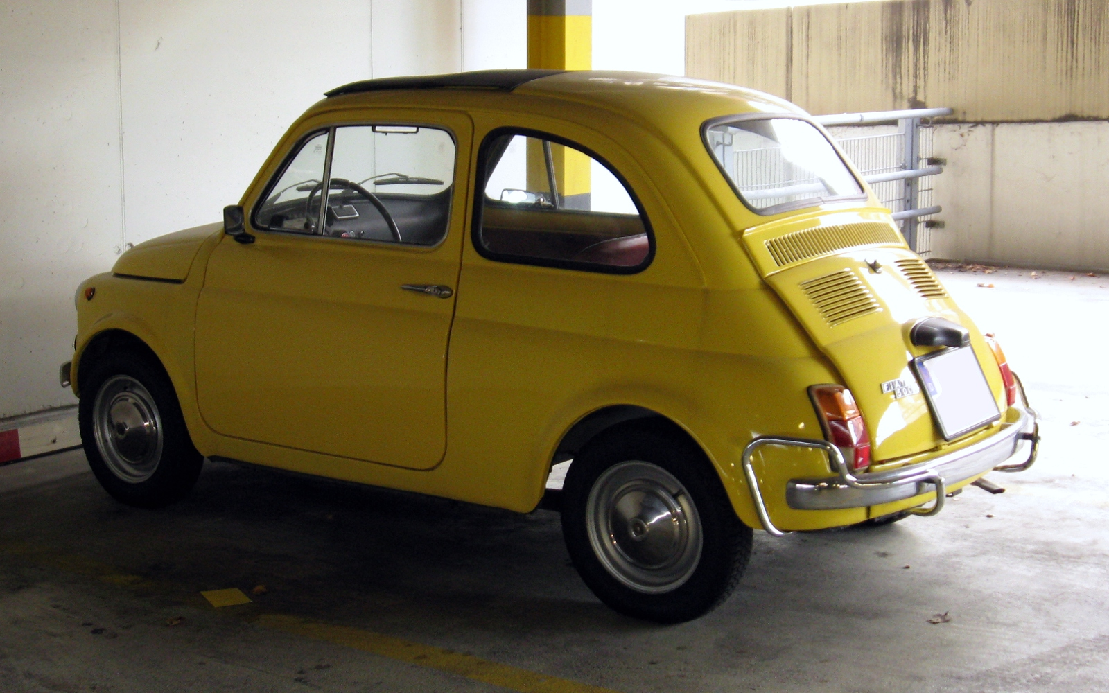 File:Fiat 500 in Munich (2009-11).jpg - Wikimedia Commons