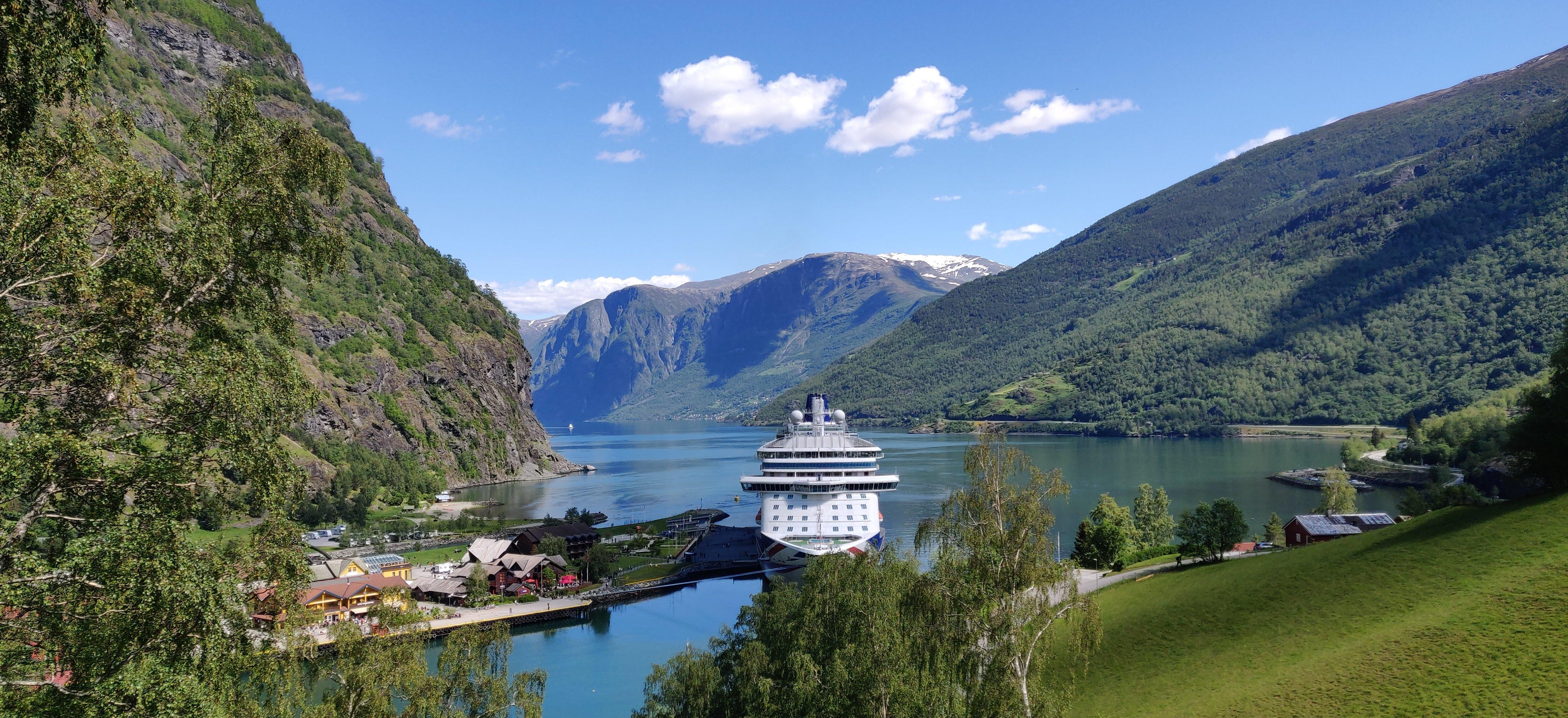 File:Flåm Norway P&O MV Britannia.jpg - Wikimedia Commons