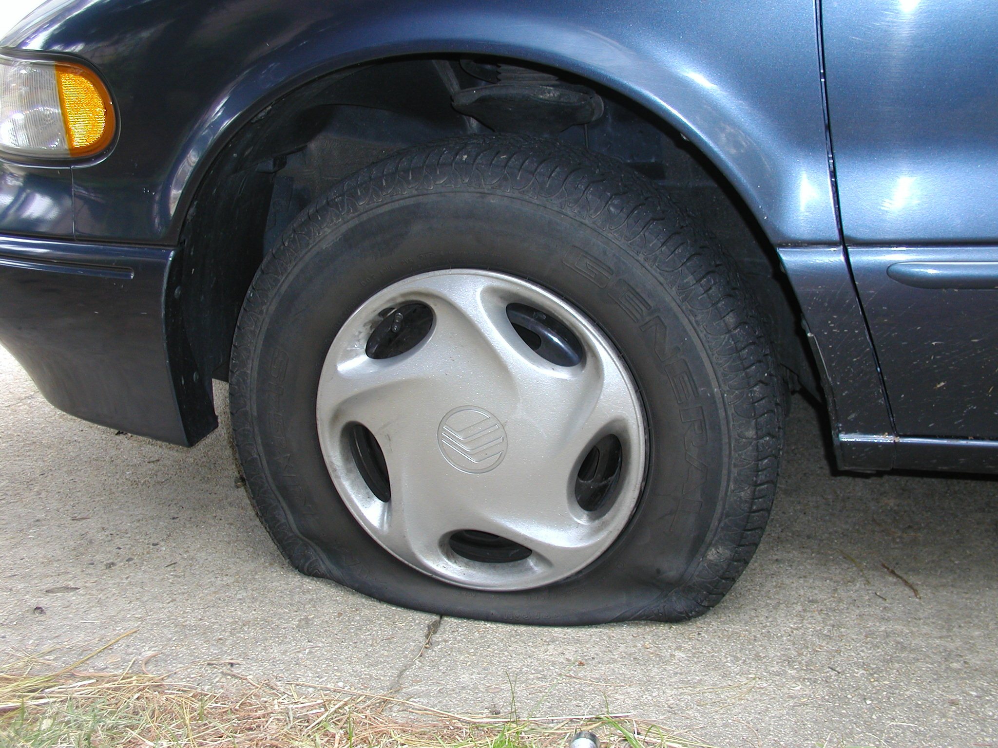 Run Flat Tire Wikipedia >> File Flat Tire Jpg Wikimedia Commons