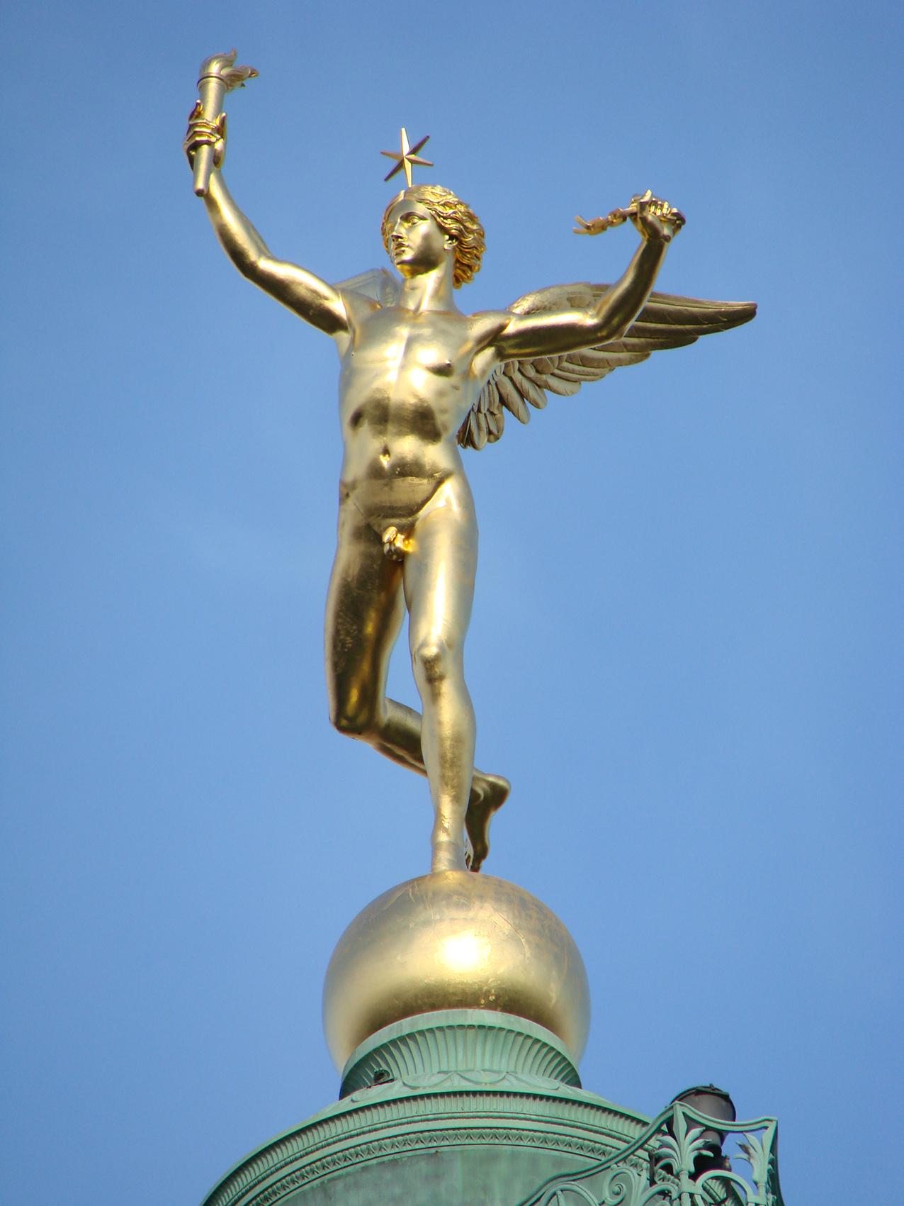 Le génie de la liberté de la colonne de juillet, place de la Bastille, Paris