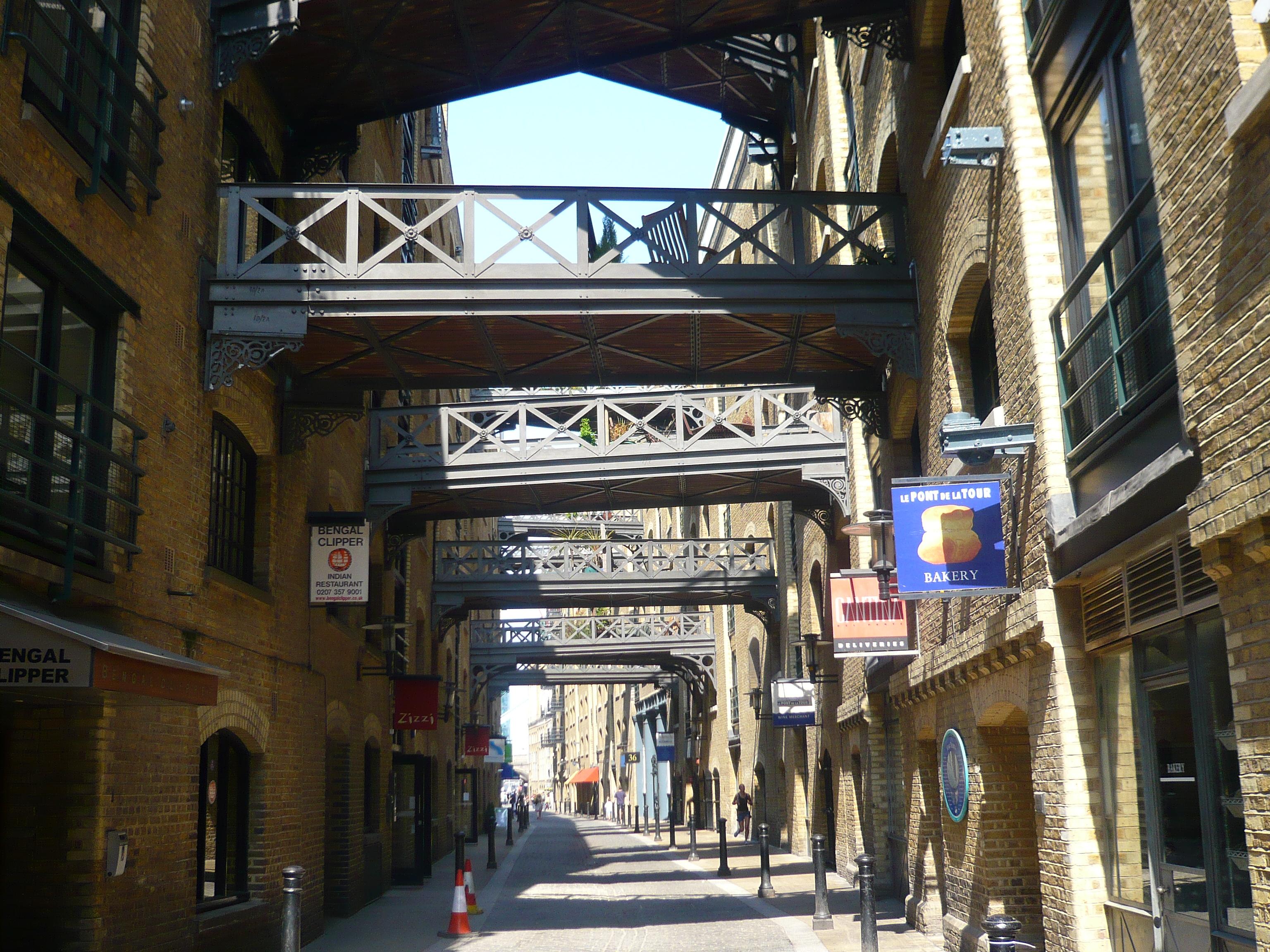 Gangway bridges at Butler's Wharf.jpg