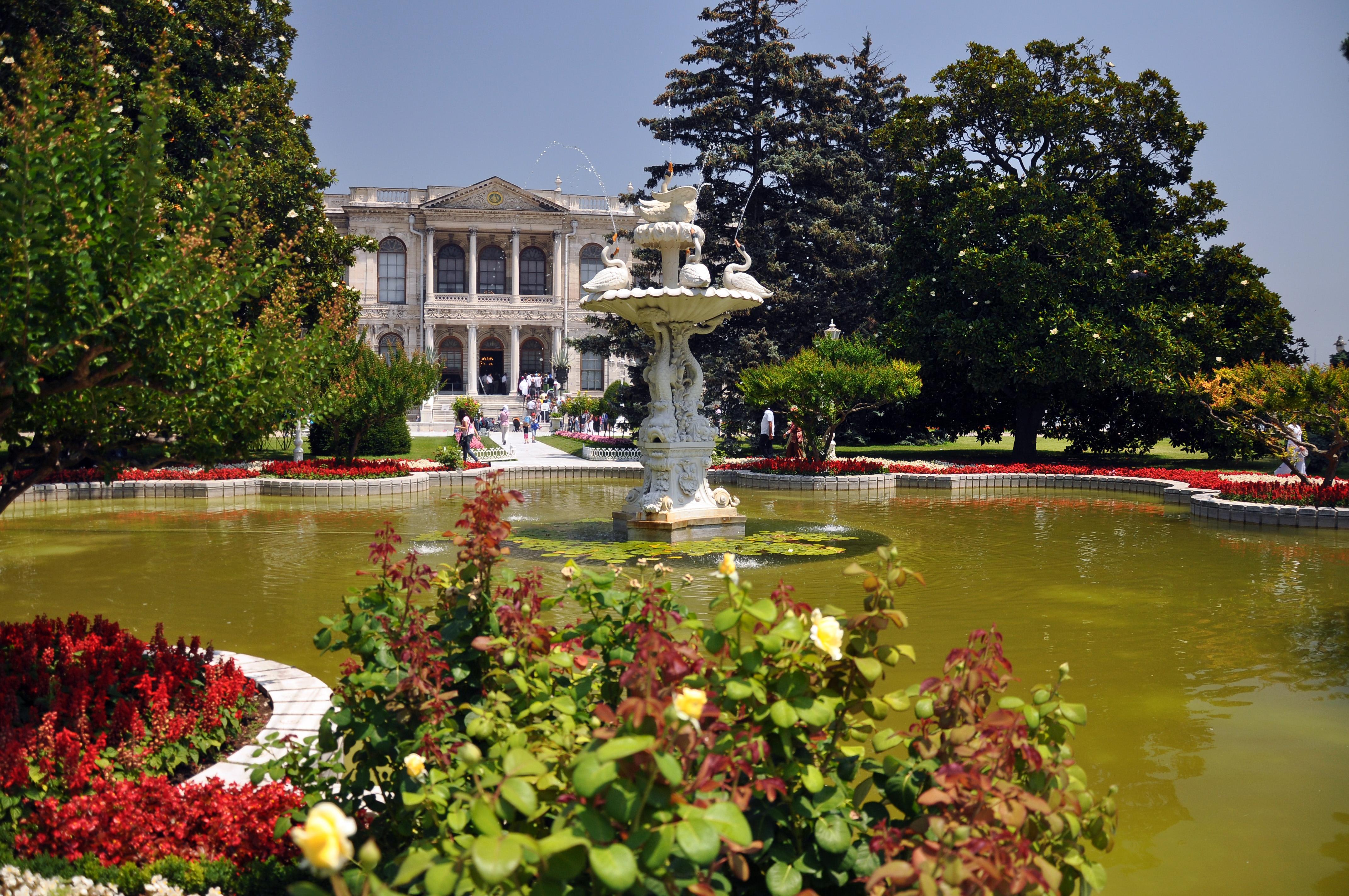 File Gardens Of Dolmabahçe Palace Istanbul Turkey 003 Jpg