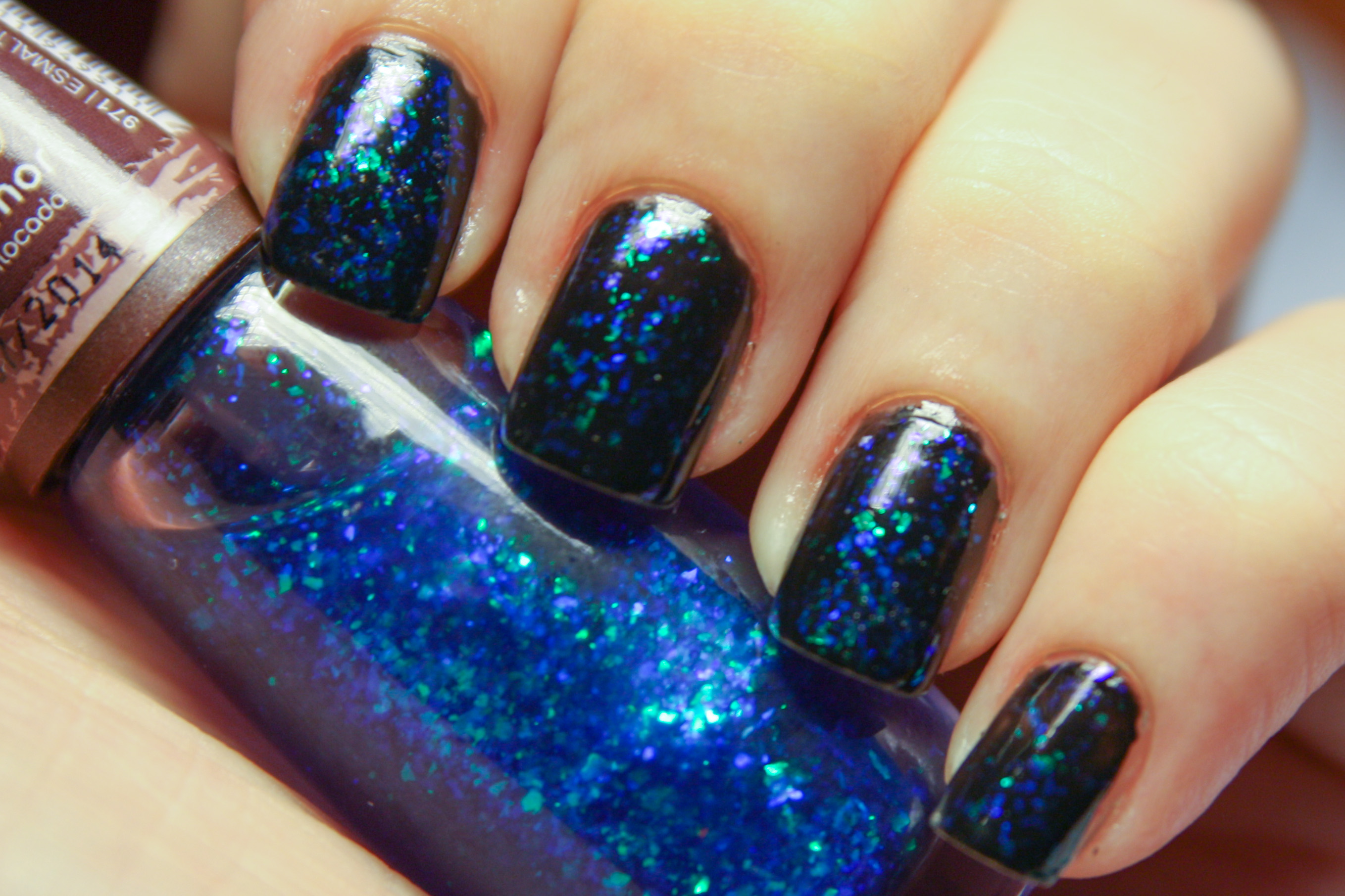 File:Glitter nail polish (blue).jpg - Wikimedia Commons