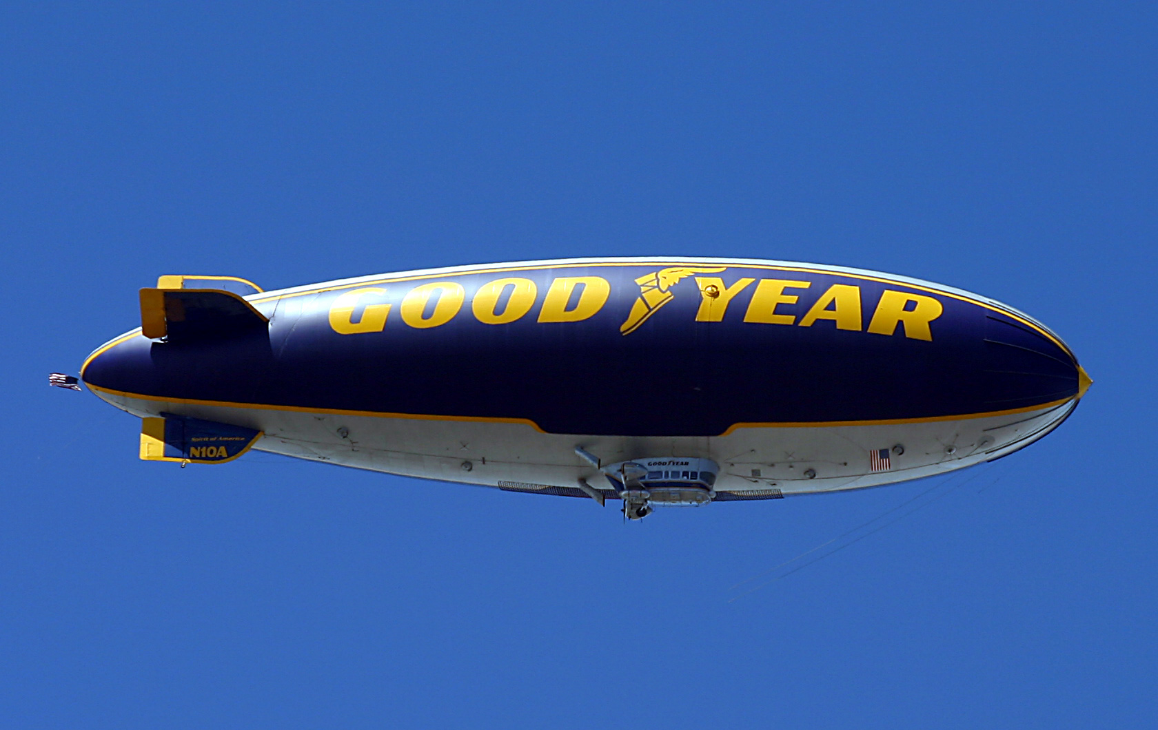 File:Goodyear Blimp.jpg - Wikimedia Commons