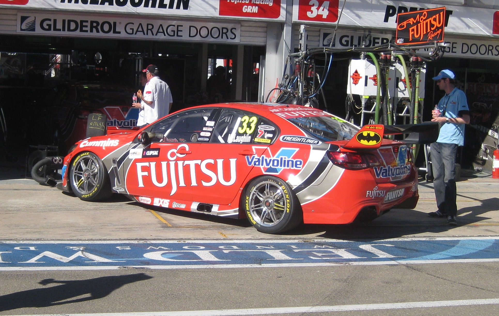 File:Holden VF Commodore of Scott McLaughlin 2013.JPG - Wikimedia ...