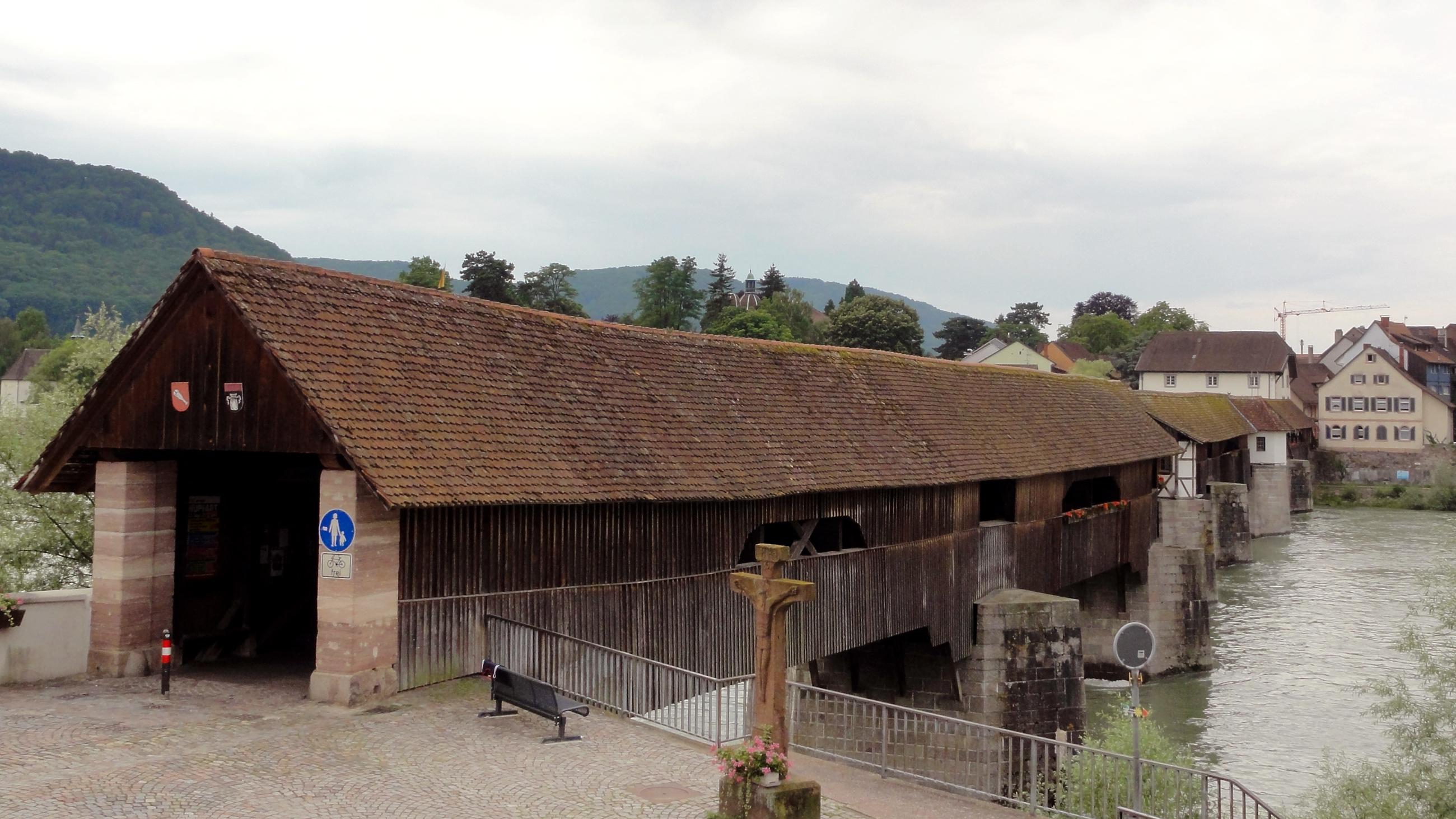 File:Holzbrücke Bad Säckingen ↔ Stein AG, Schweizer Seite 2012.JPG