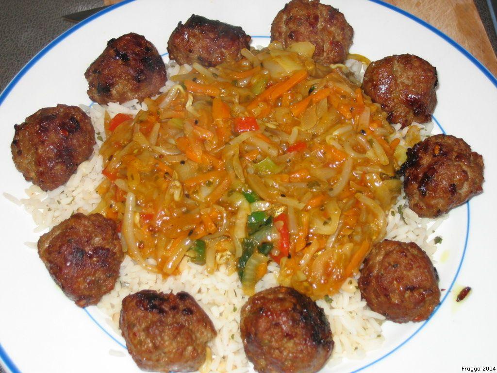 File hoofdgerecht met rijst gehaktballetjes en for Cuisine senegalaise