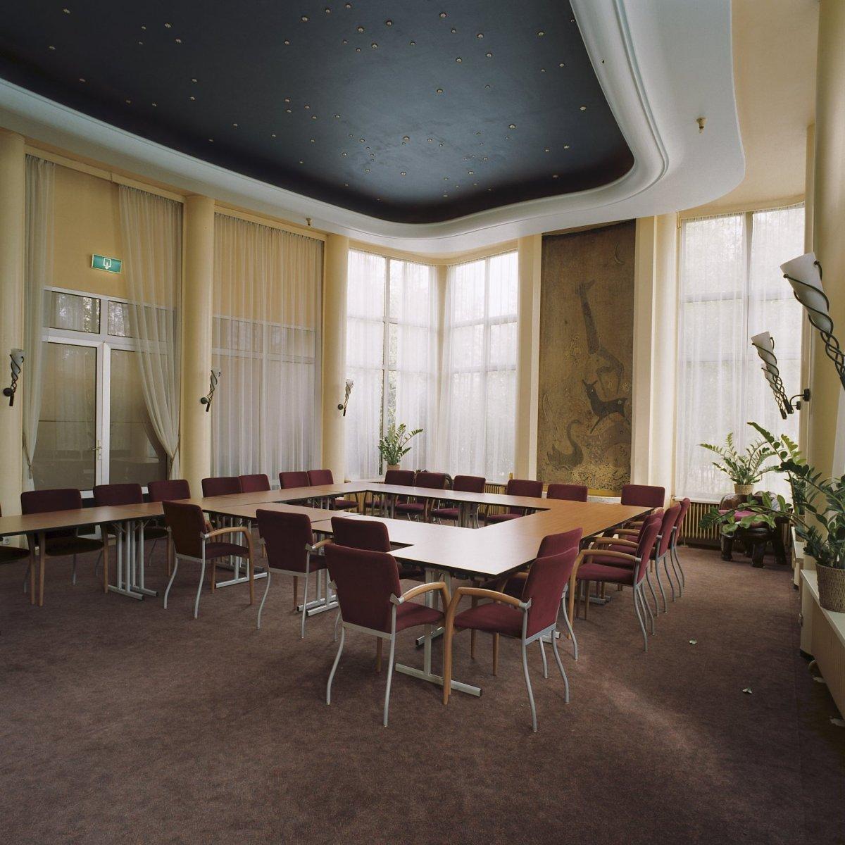 File interieur rivierahal sterrenzaal rotterdam for Hartman interieur rotterdam