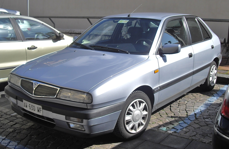 https://upload.wikimedia.org/wikipedia/commons/8/82/Lancia_Delta_II.JPG