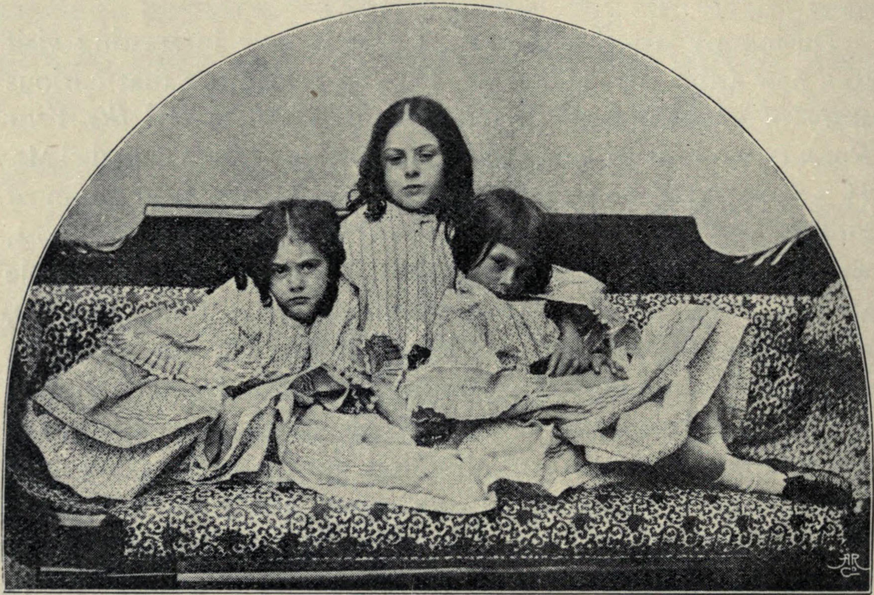 http://upload.wikimedia.org/wikipedia/commons/8/82/Lorina,_Edith,_and_Alice_Liddell_p94.jpg