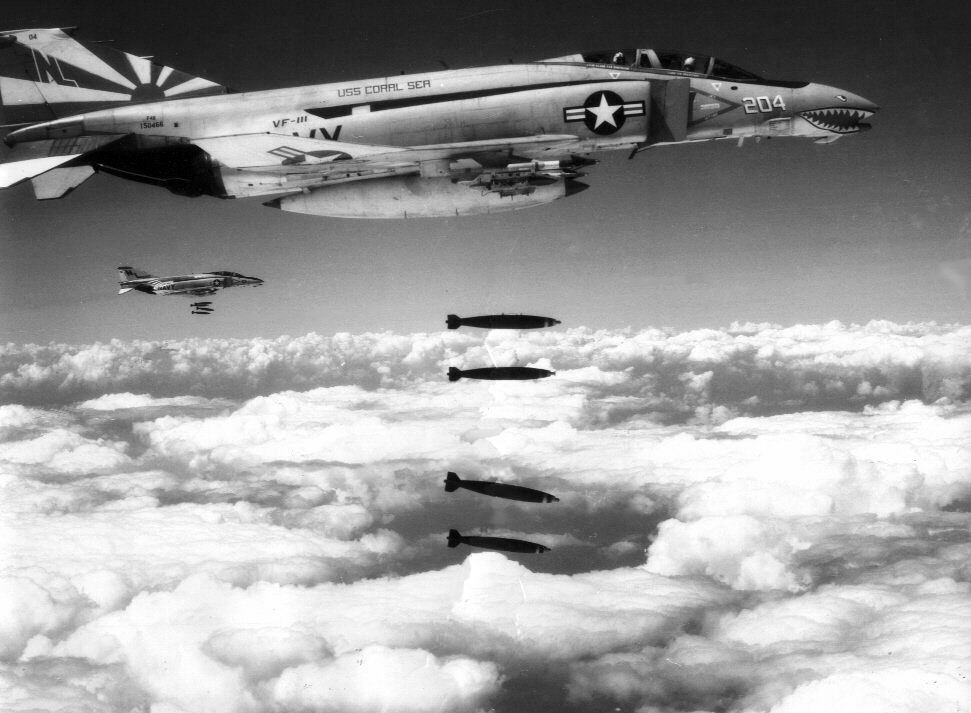 http   upload wi...B 52 Shot Down Over Vietnam